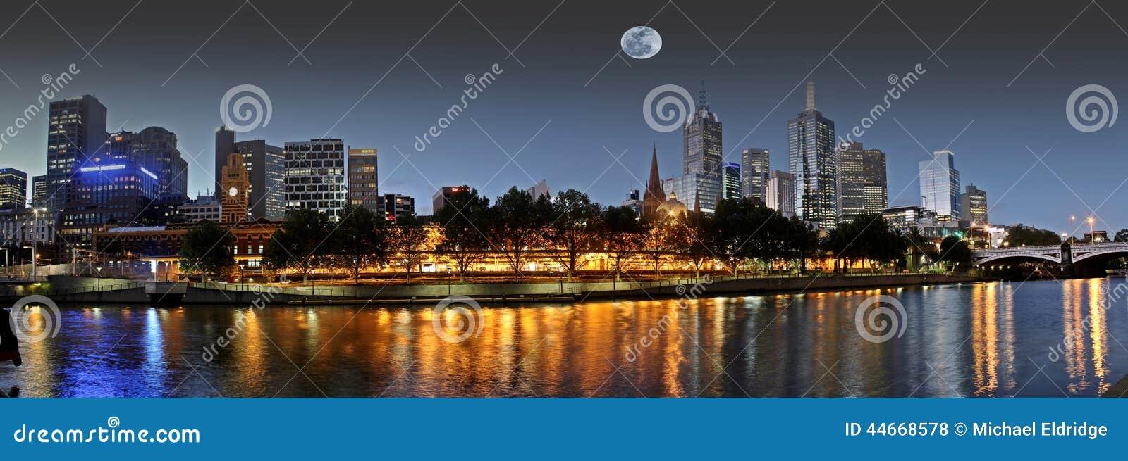 Pleine lune au-dessus de Melbourne