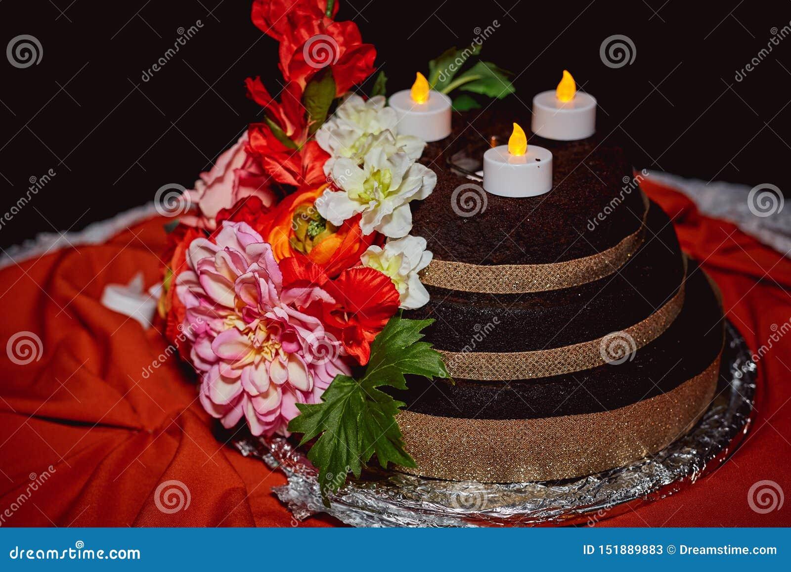 Plenerowa Ślubnego torta Kwiecista dekoracja