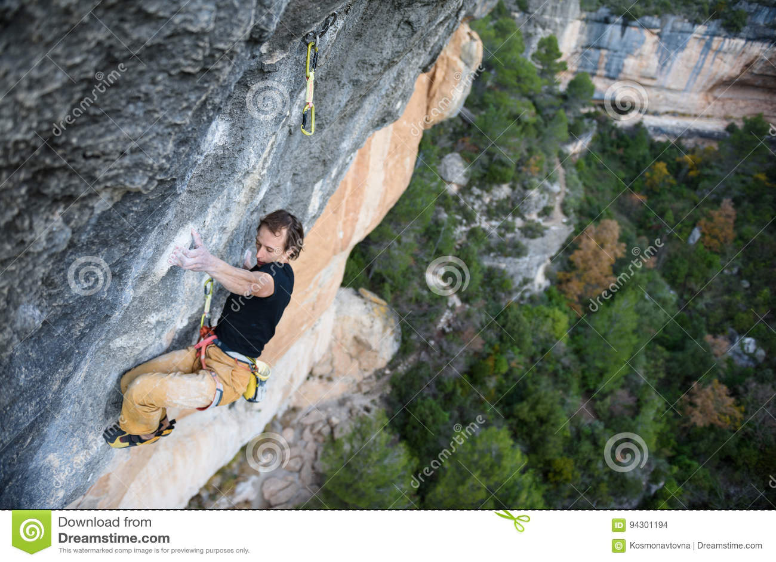 Plenerowego sporta aktywność Rockowy arywista unosi się wymagającego cli