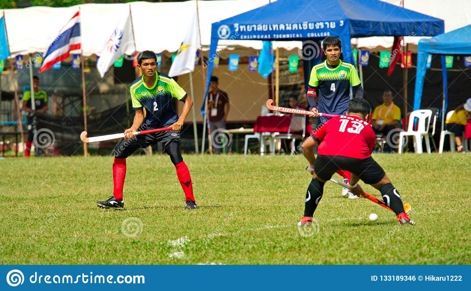 Plenerowy hokej Gracz w hokeja w akcji podczas Tajlandia obywatela gier