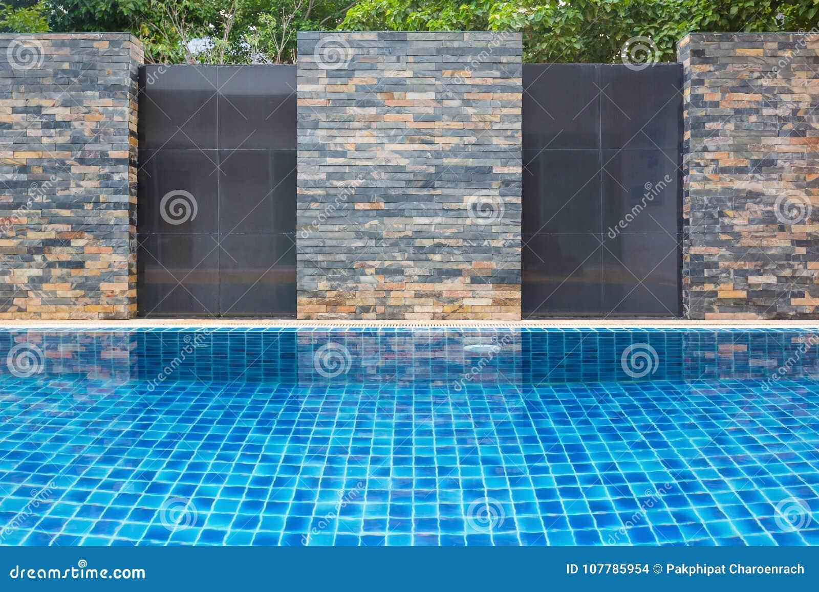 Plenerowy pływackiego basenu ściany tło
