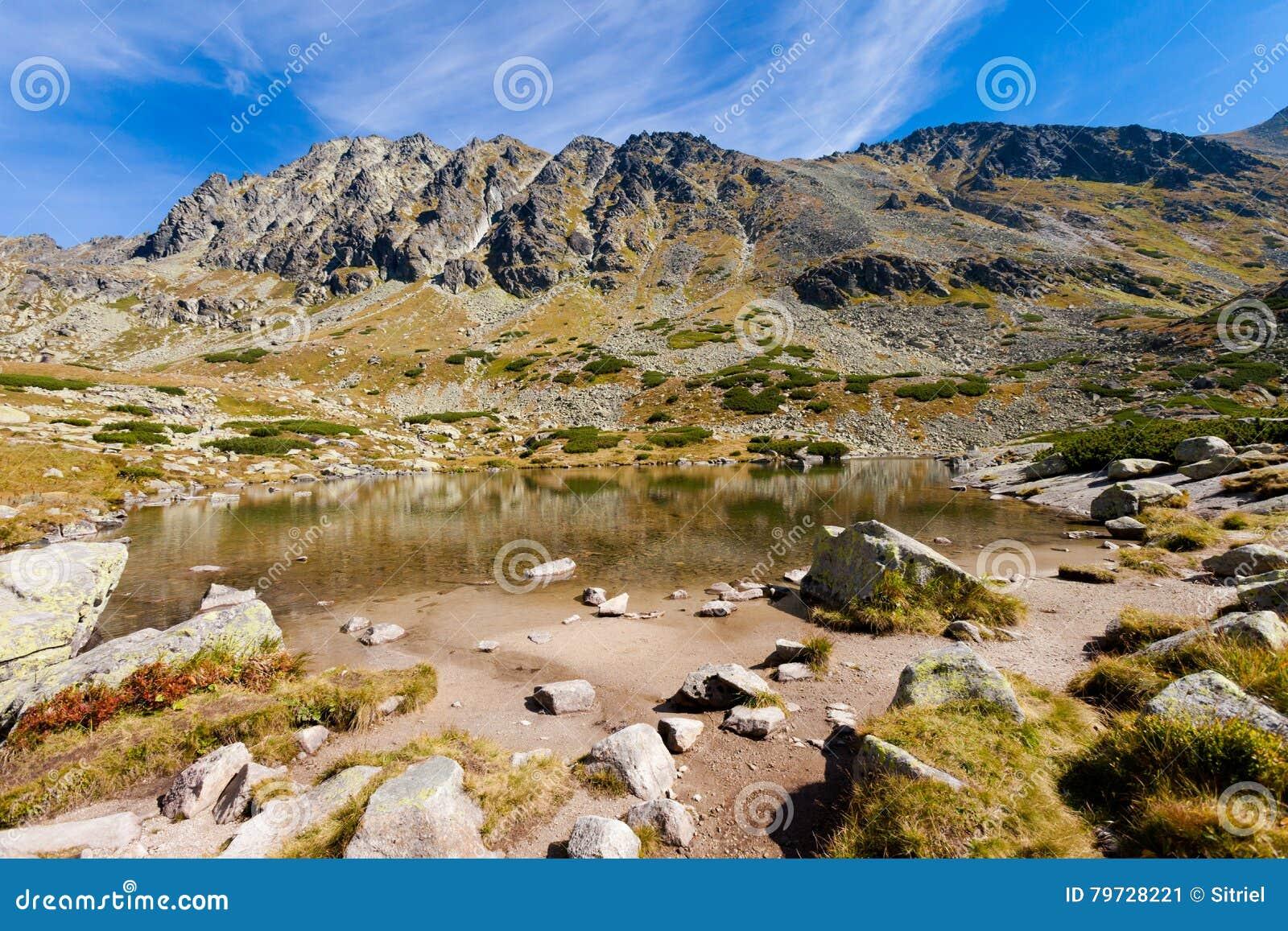 Pleso eslovaco Nad Skokom Tatra
