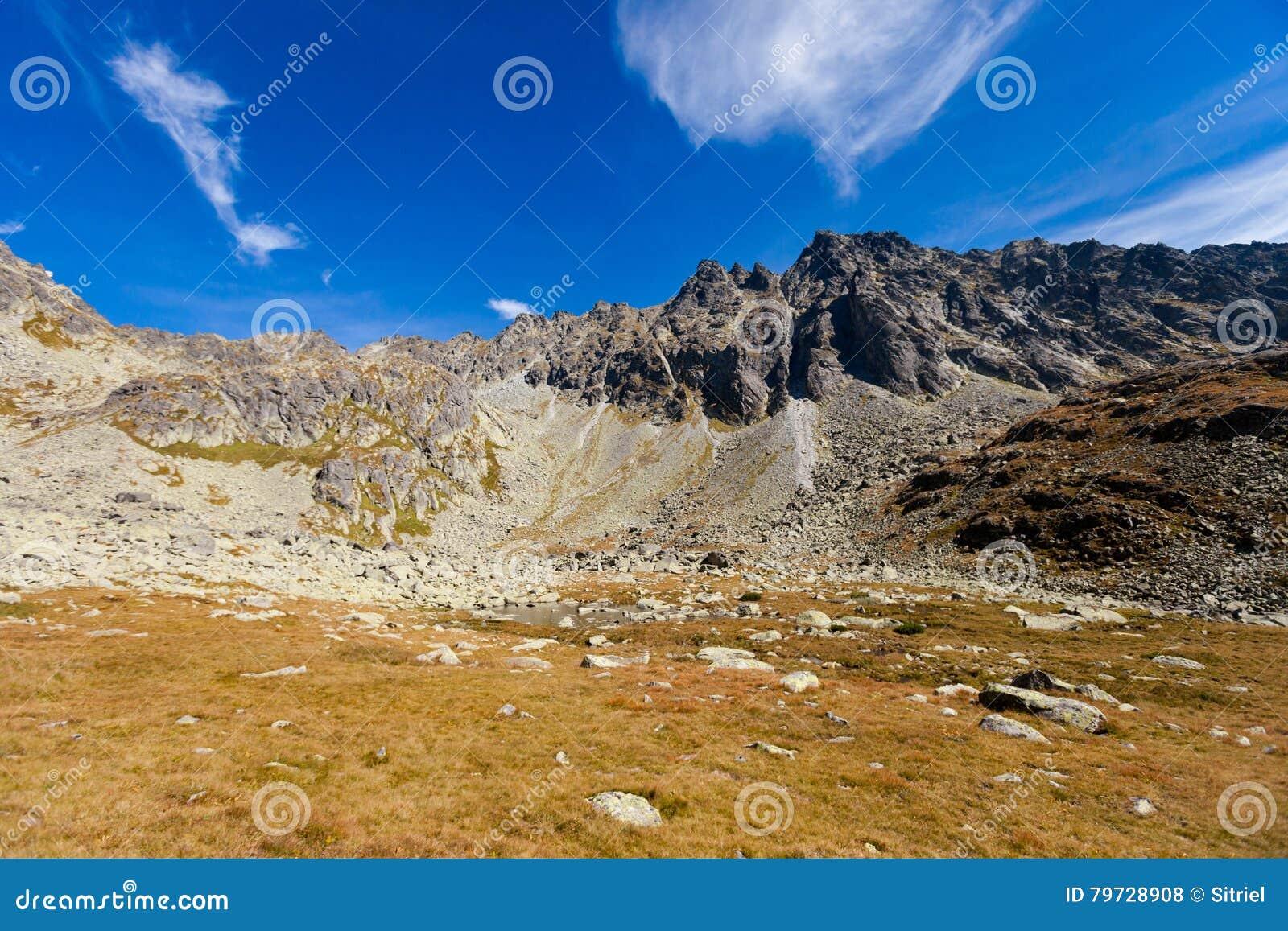 Pleso eslovaco Tatra de Vysne Kozie