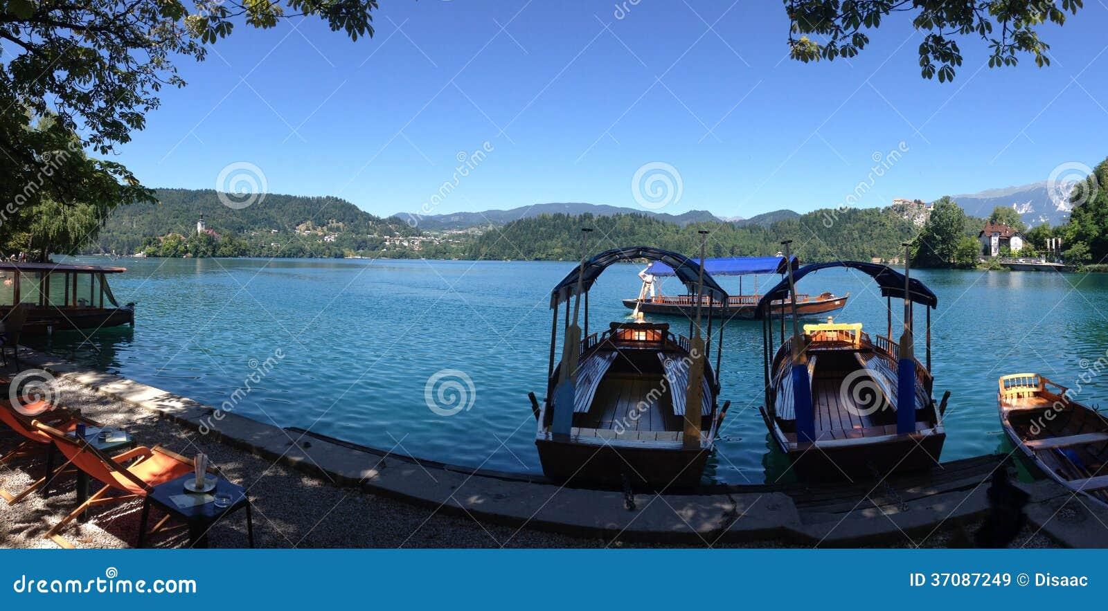 Download Pletna łodzie Przy Jeziorem Krwawiącym Obraz Stock - Obraz złożonej z woda, panorama: 37087249