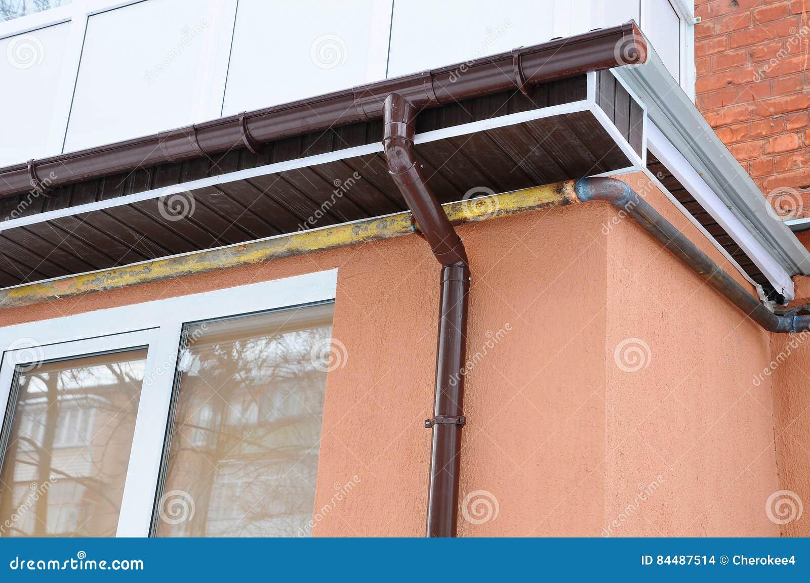 Pleuvoir la goutti re sur le toit du balcon nouvelles goutti res pour le drai - Gouttiere pour balcon ...