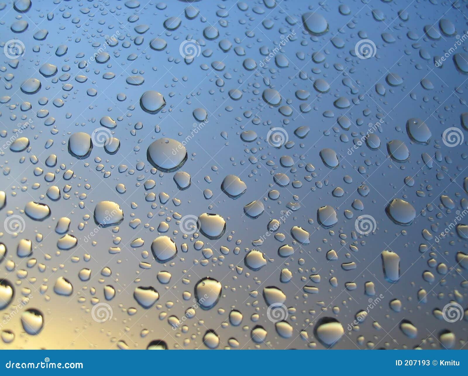 Pleuvoir les baisses sur l hublot, coucher du soleil à l arrière-plan, nuages orageux derrière #4