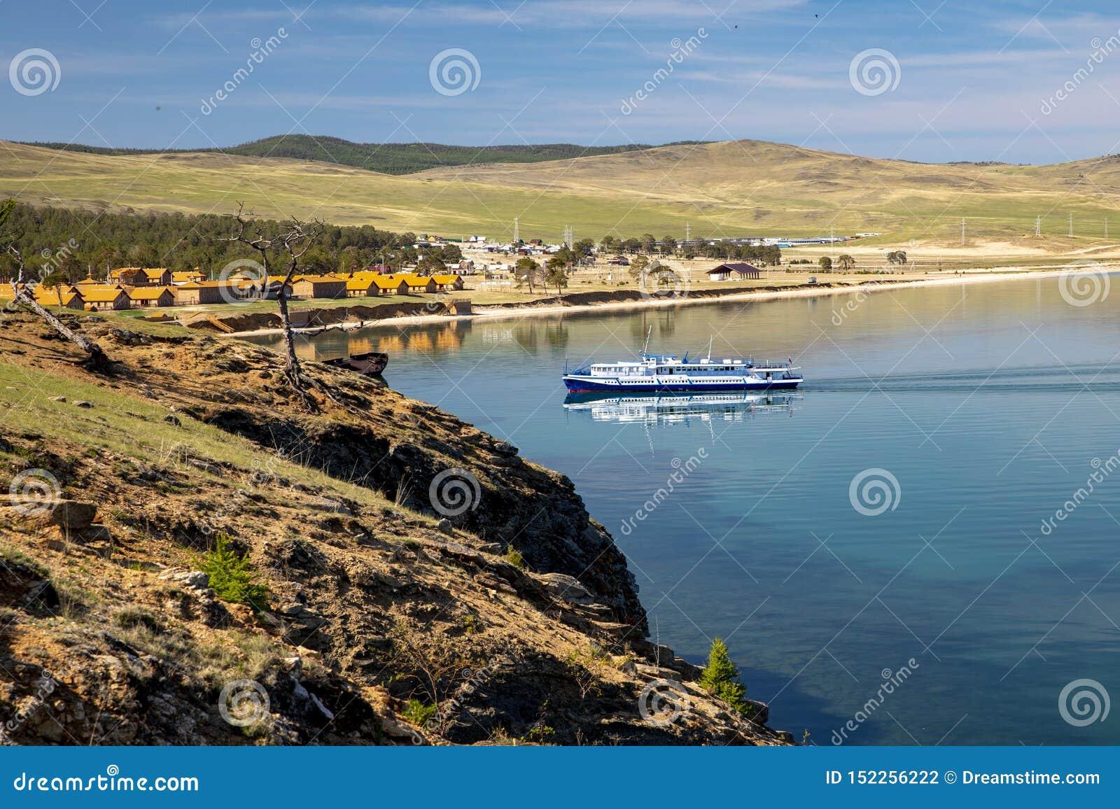 Plezierboot op Meer Baikal
