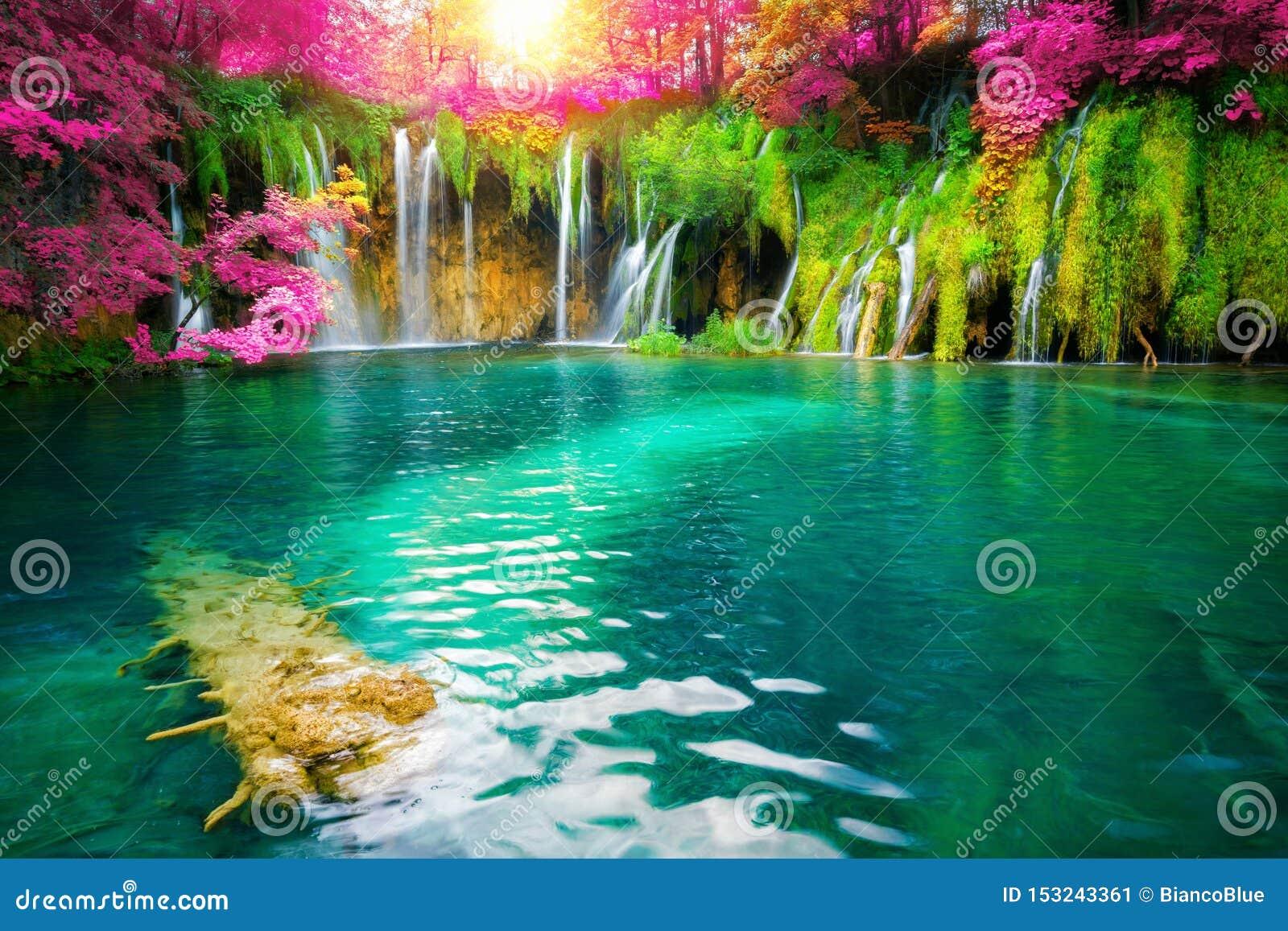 Plitvice湖克罗地亚瀑布风景