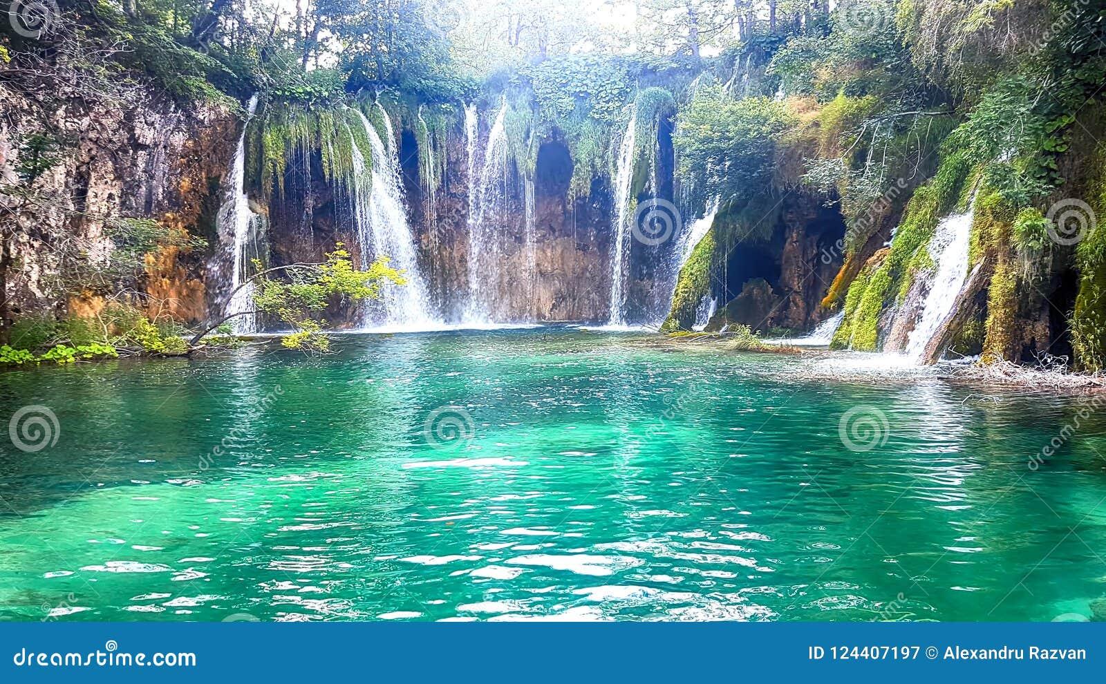 Plitvice sjöar och vattenfall