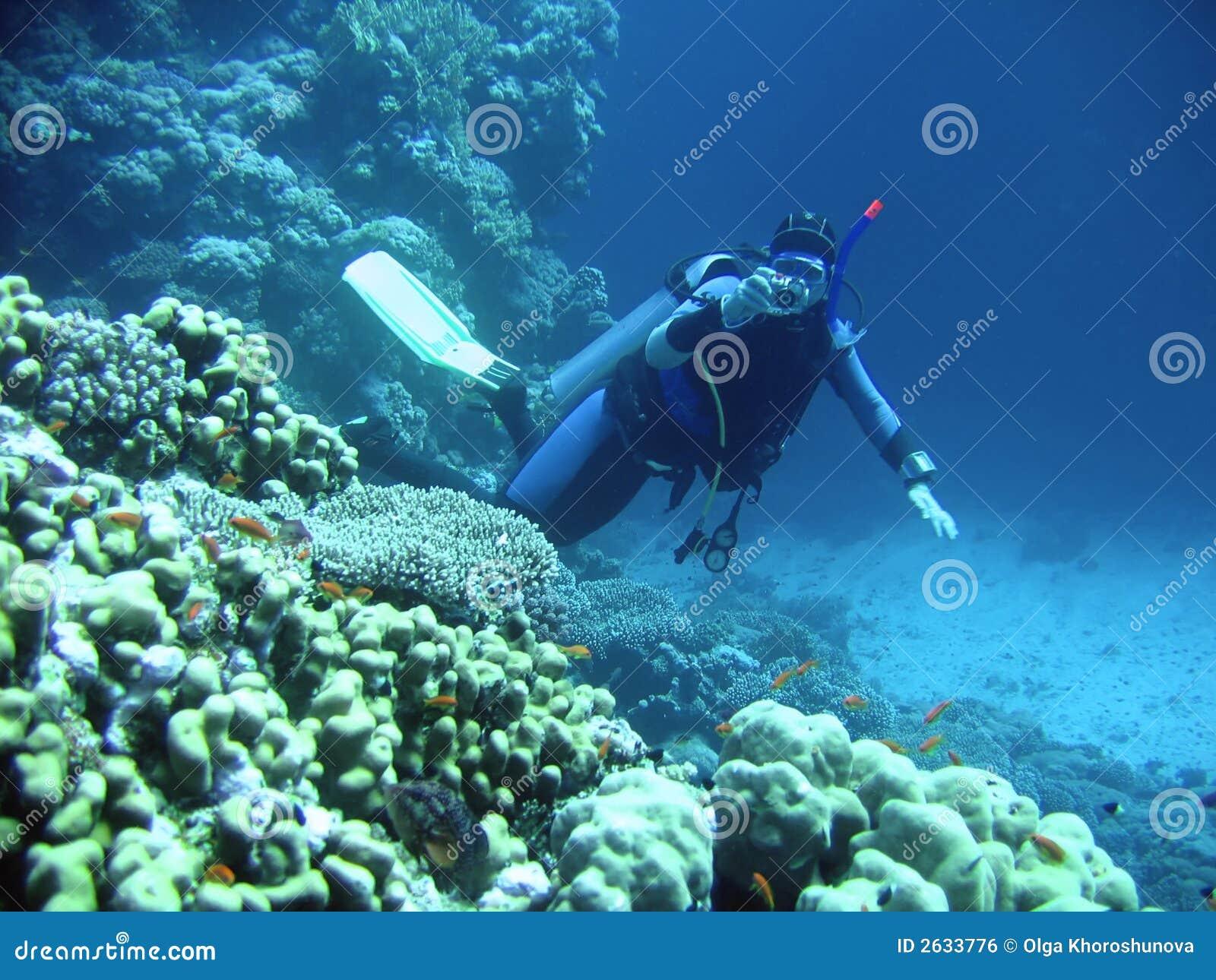 Plongeur dedans profondément