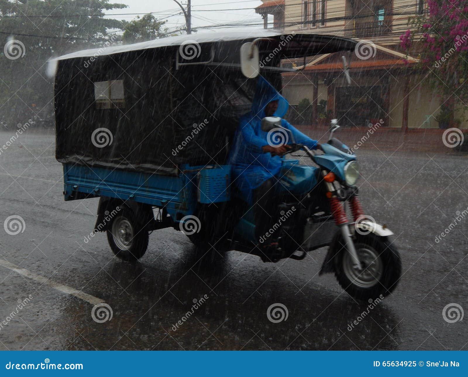 Pluie du Cambodge - tuk-tuk