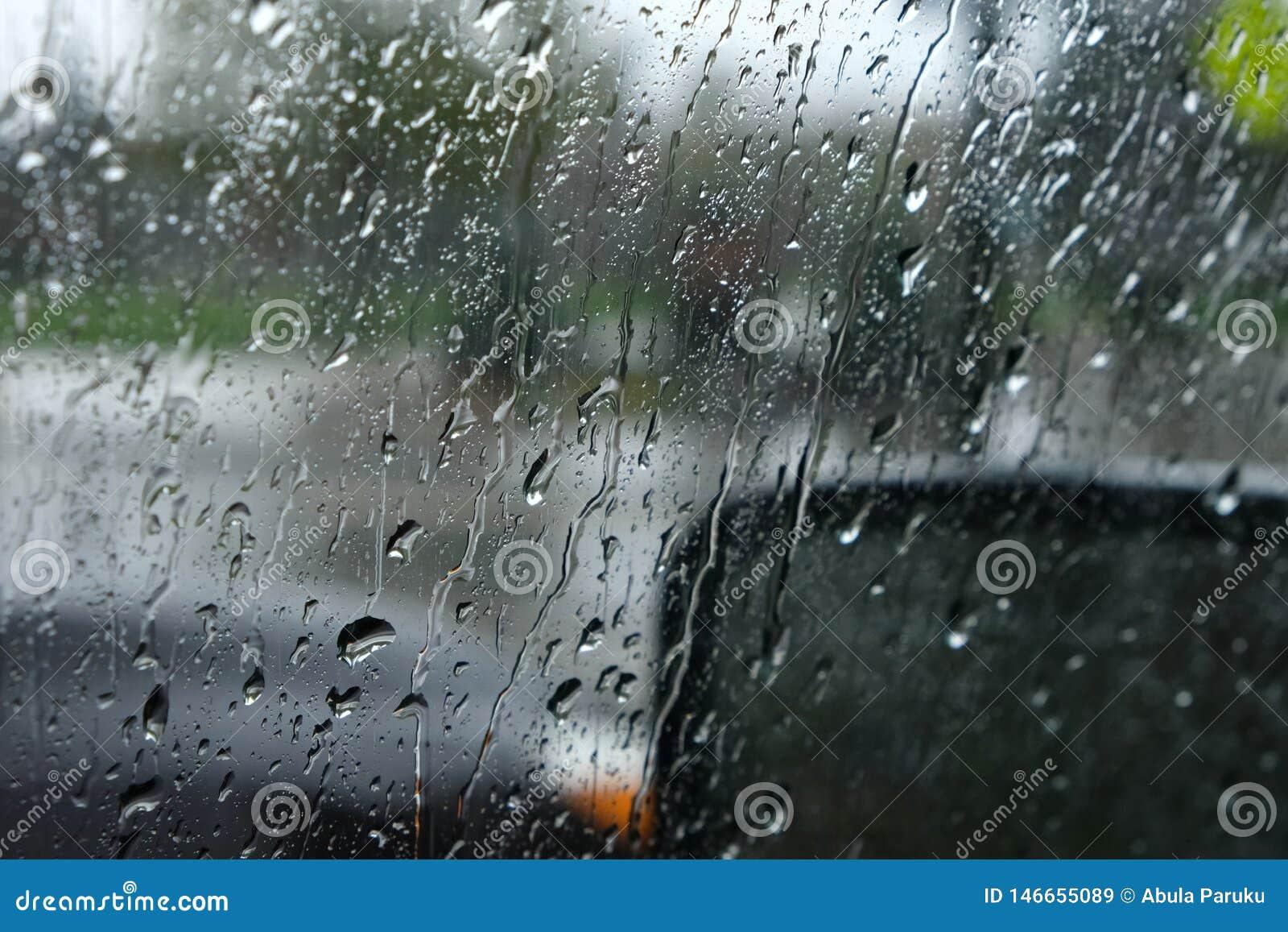 Pluie sur la fen?tre de voiture