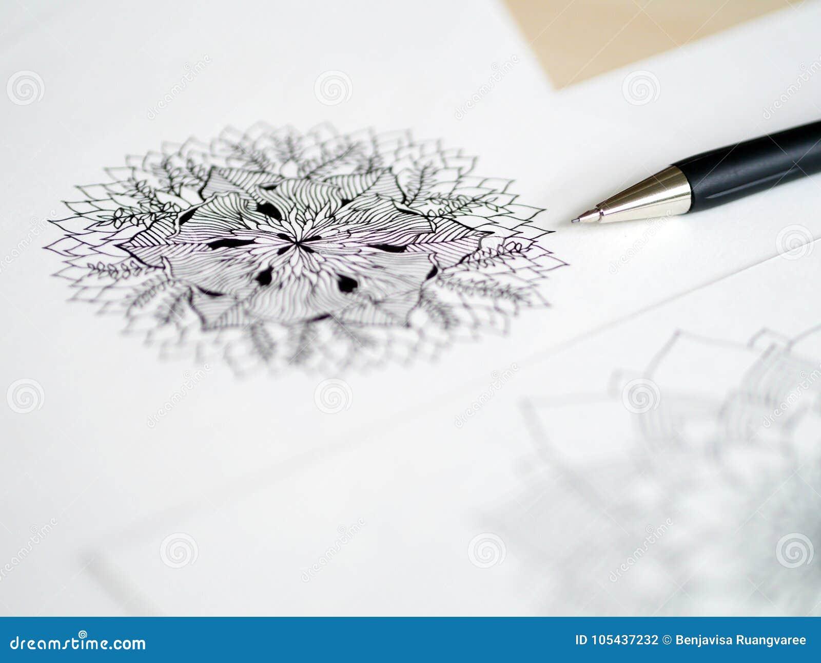 Pluma De Escritorio De La Opinión Del Artista Dibujo Floral De La