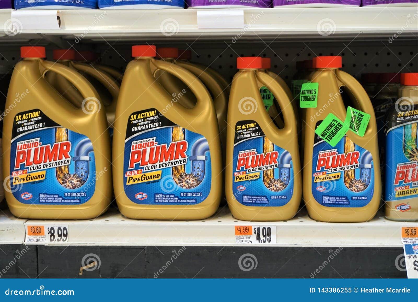 Plumr líquido em prateleiras do supermercado