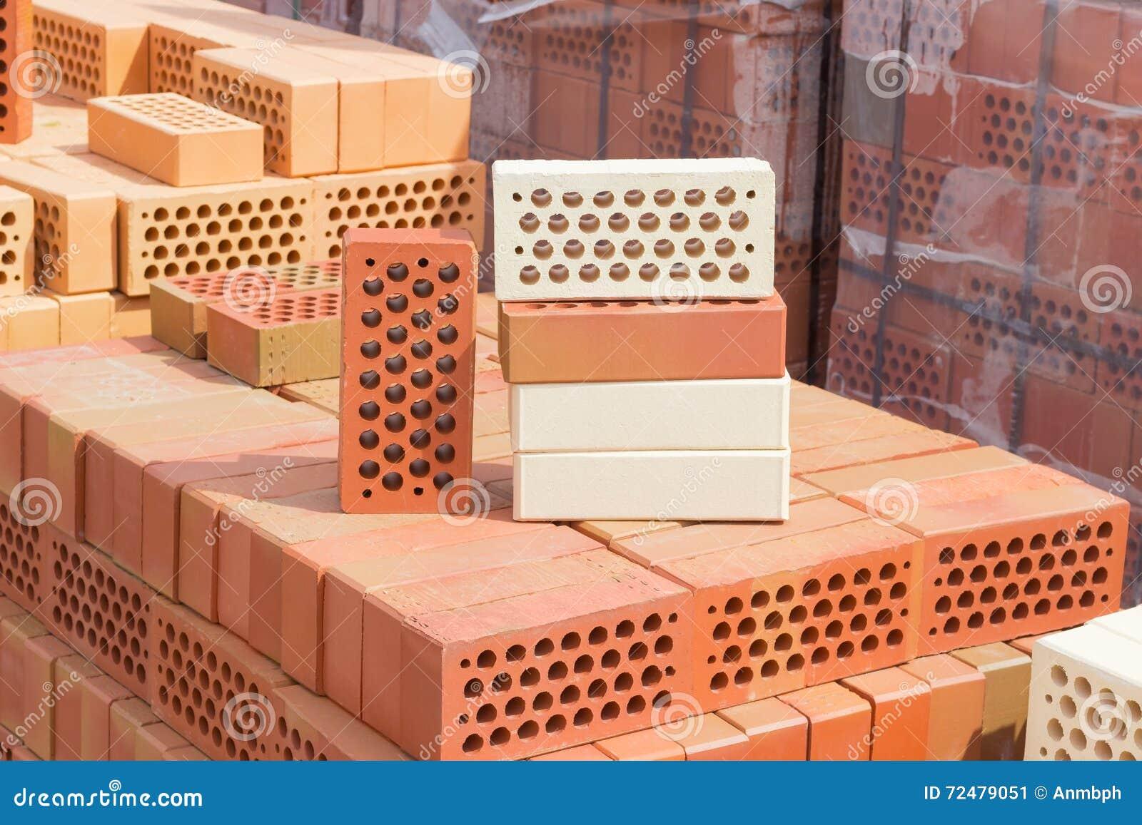 Plusieurs Briques Perfor Es De Diff Rentes Couleurs Avec Les Trous Ronds Photo Stock Image