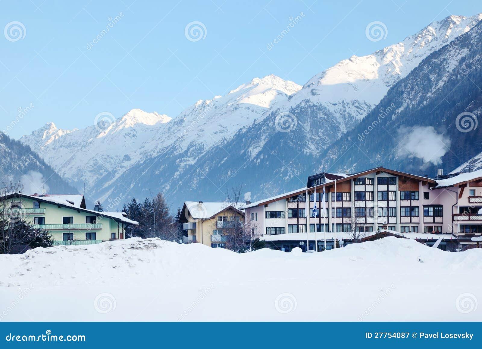 Plusieurs hôtels de luxe en montagnes