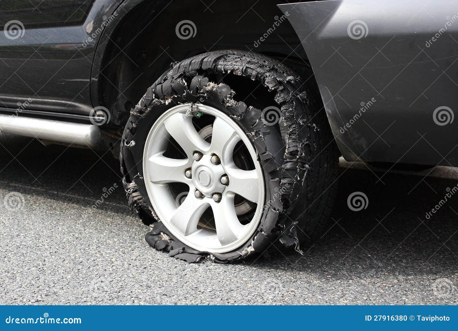 http://thumbs.dreamstime.com/z/pneu-%C3%A9clat%C3%A9-de-camion-27916380.jpg