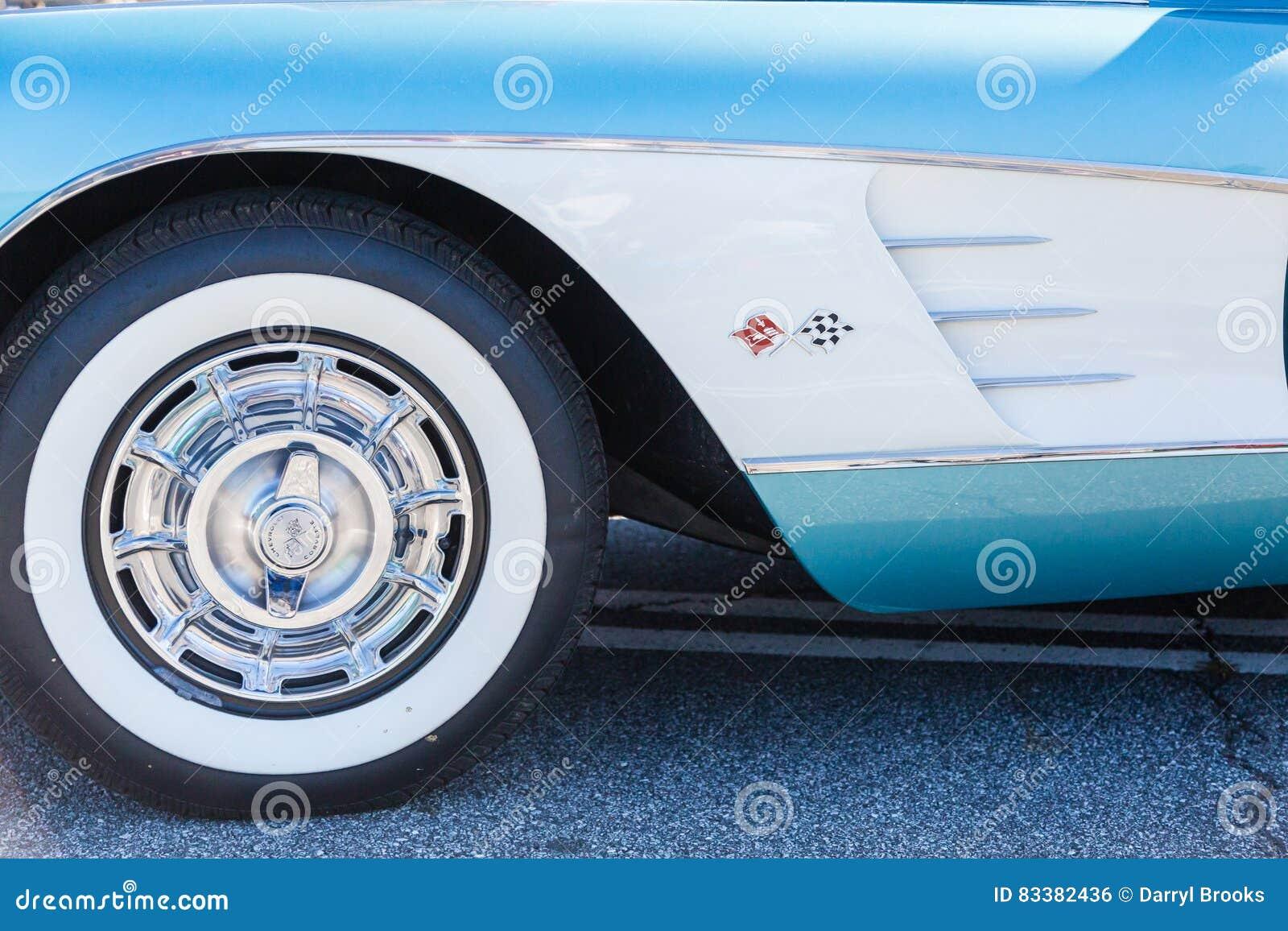 pneu flanc blanc sur corvette classique photo ditorial image 83382436. Black Bedroom Furniture Sets. Home Design Ideas