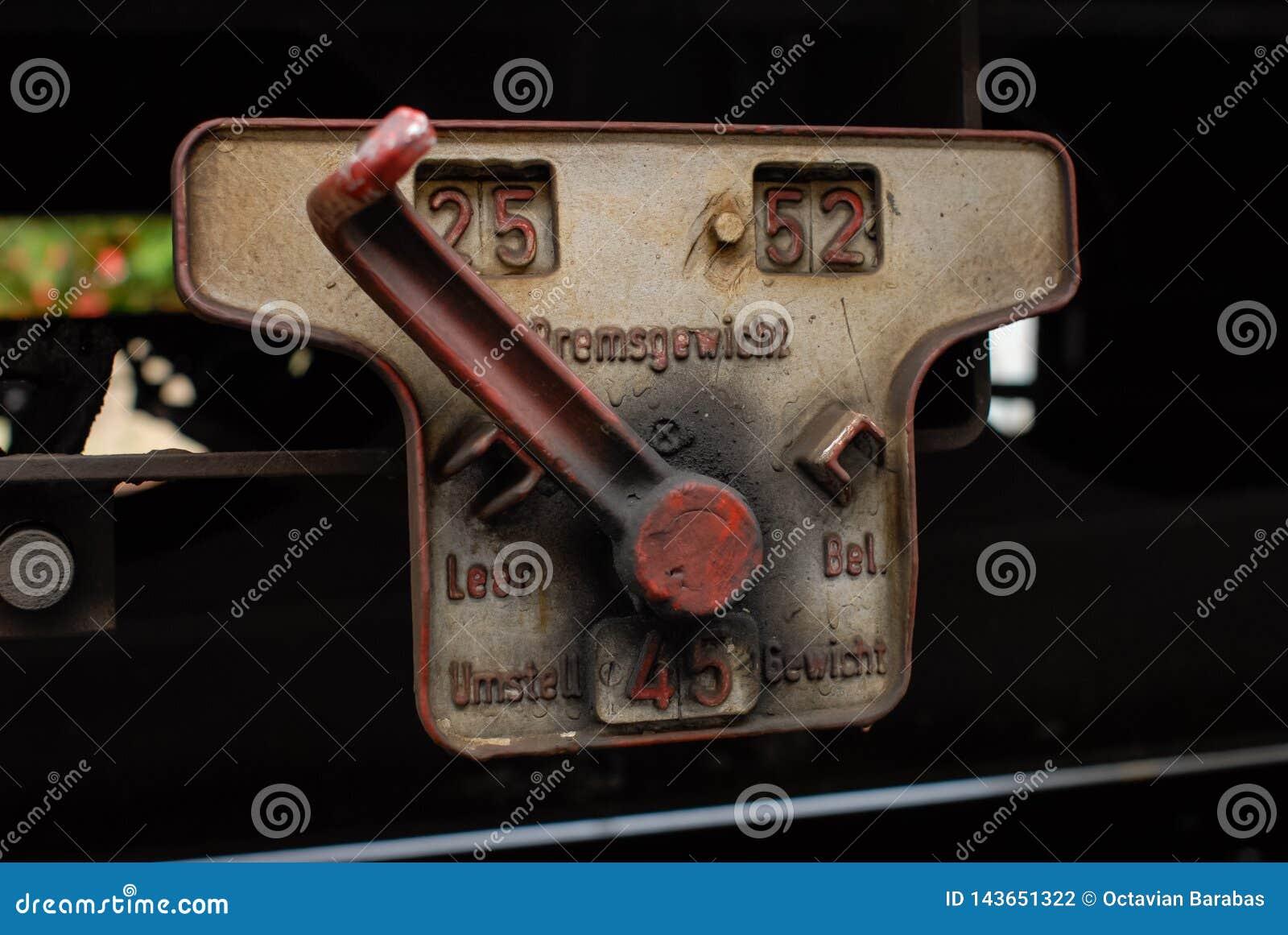 Pneumatisk eller hydraulisk röd för strömbrytare drevvagn på
