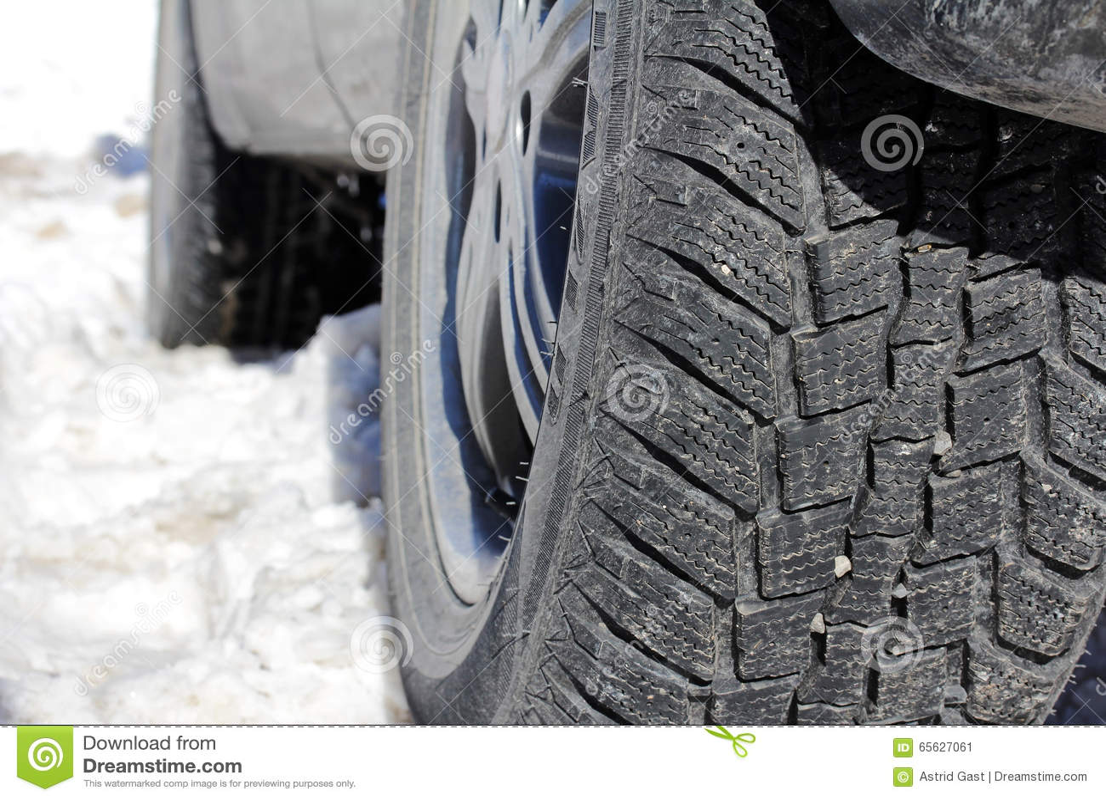 Pneus d hiver d une voiture