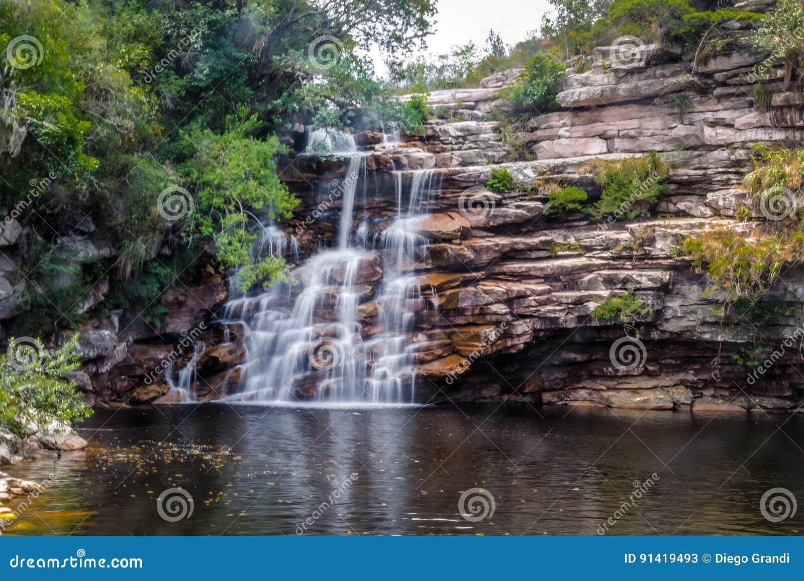 Poço do Diabo Waterfall in Mucugezinho-Rivier - Chapada Diamantina, Bahia, Brazilië