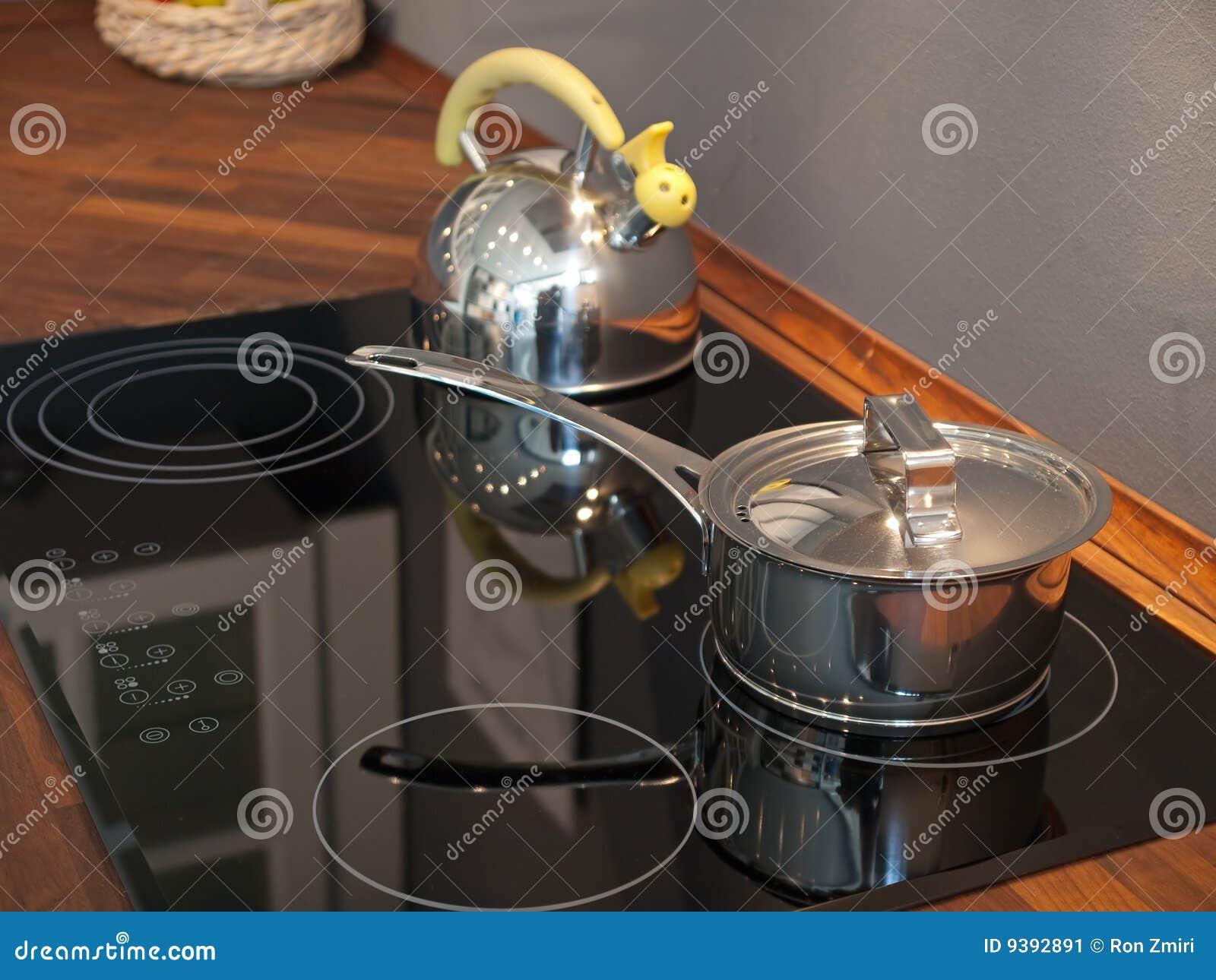 po le moderne de cuisine en c ramique image stock image 9392891. Black Bedroom Furniture Sets. Home Design Ideas