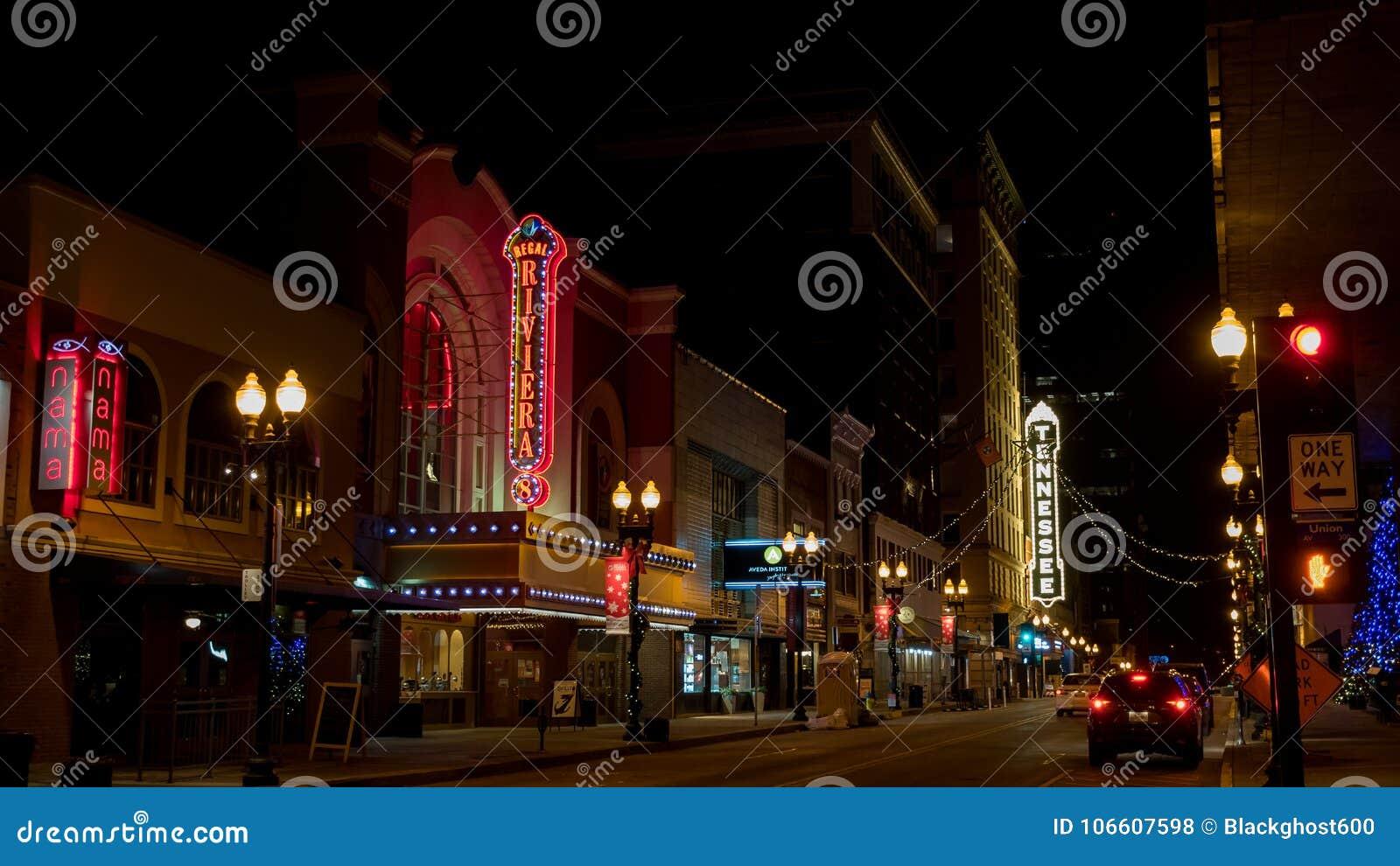 Południowa Homoseksualna ulica przy nocą w W centrum Knoxville Tennessee usa