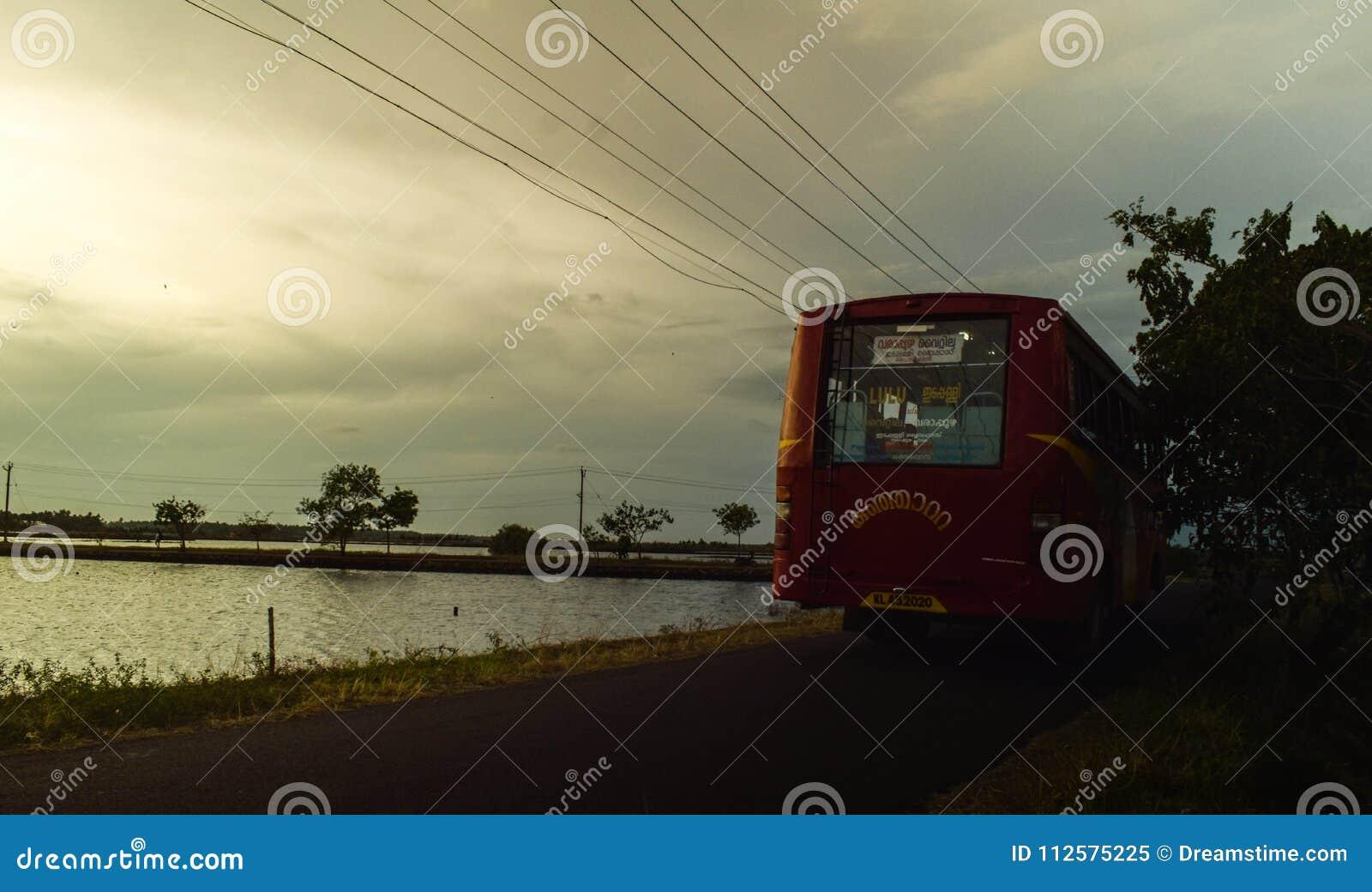 Południowego Kerala wioski wieczór autobusowa podróż