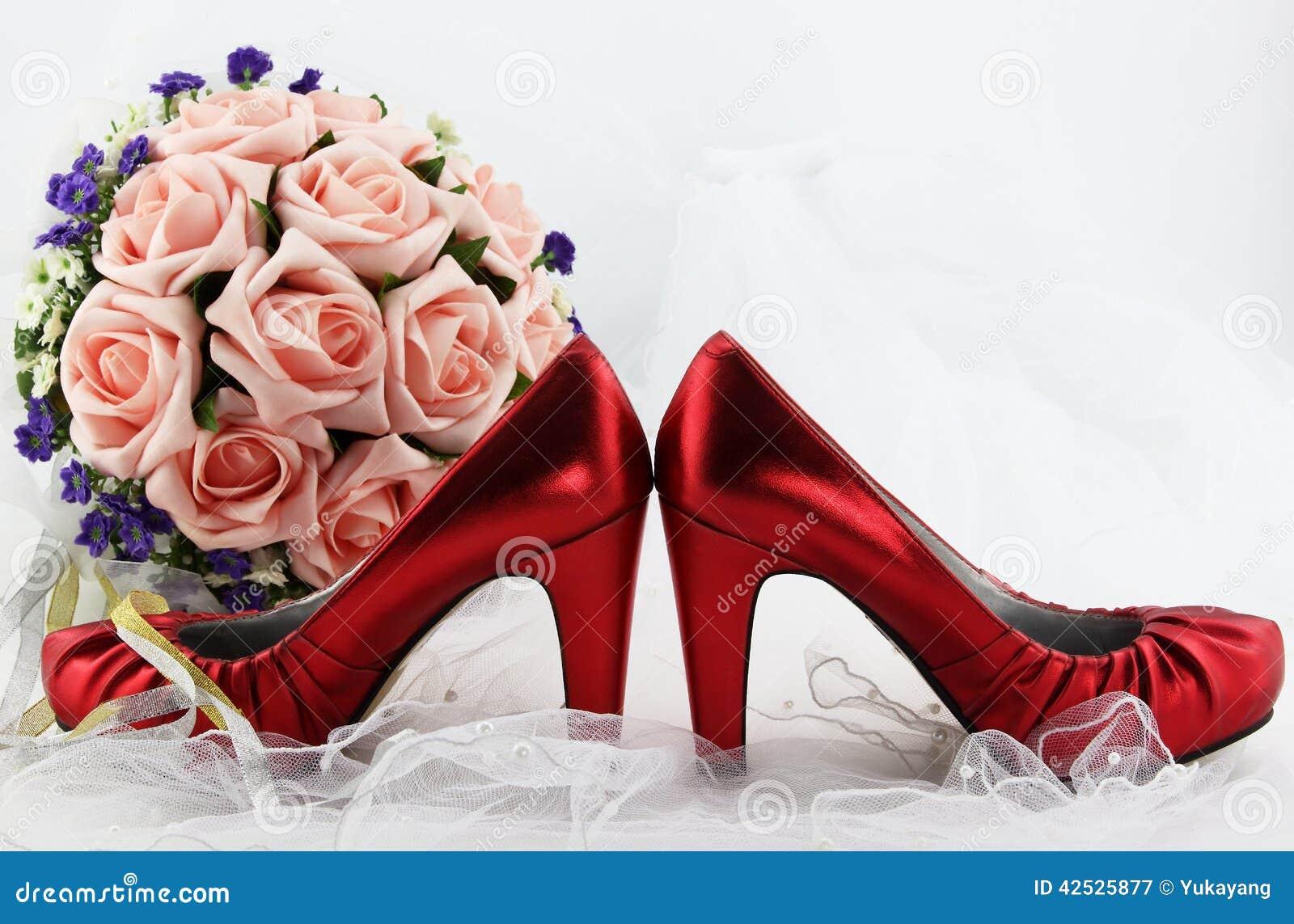 Poślubiać buty i bukiet kwiaty