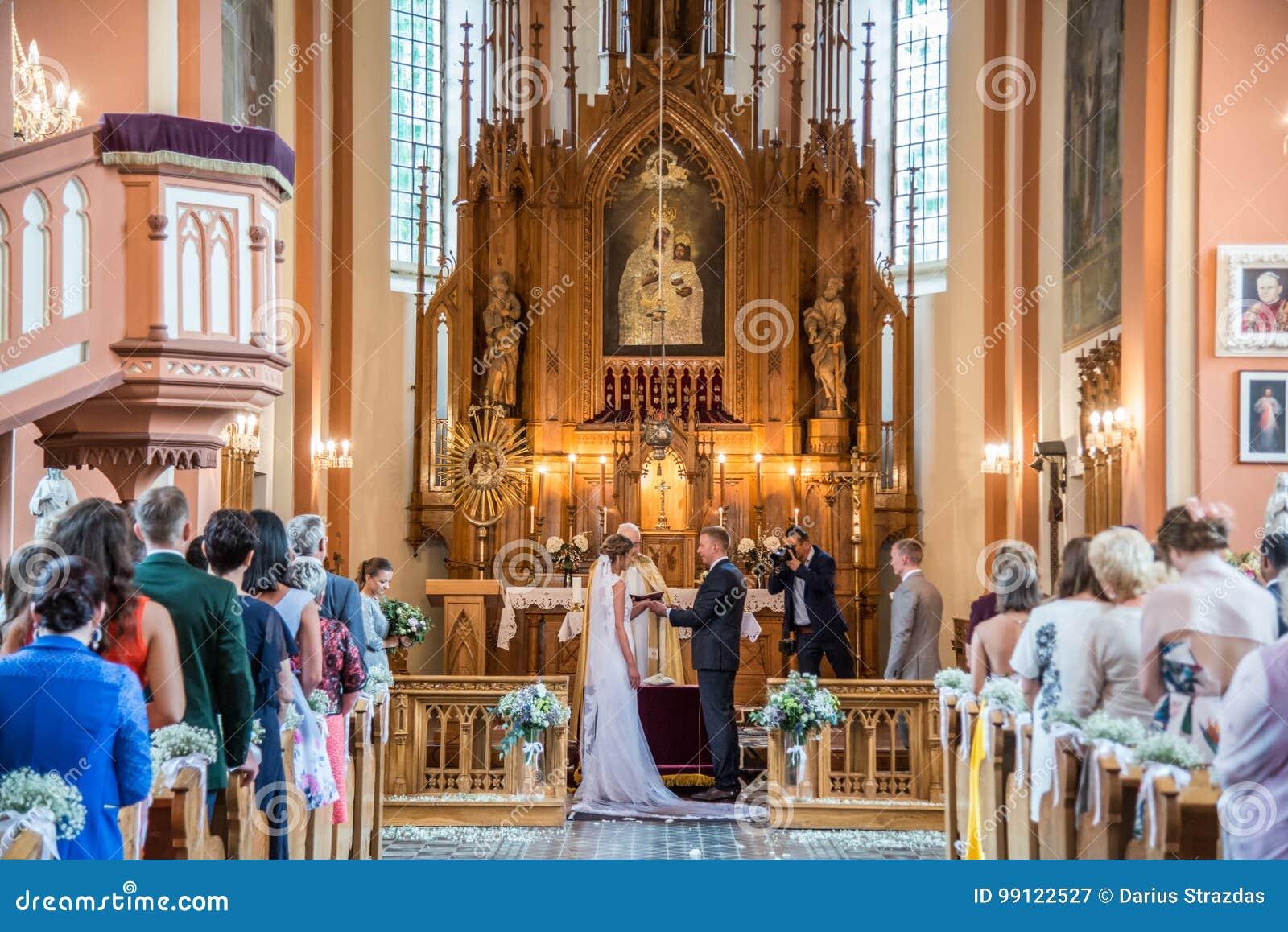 Poślubiać w Litewskim kościół