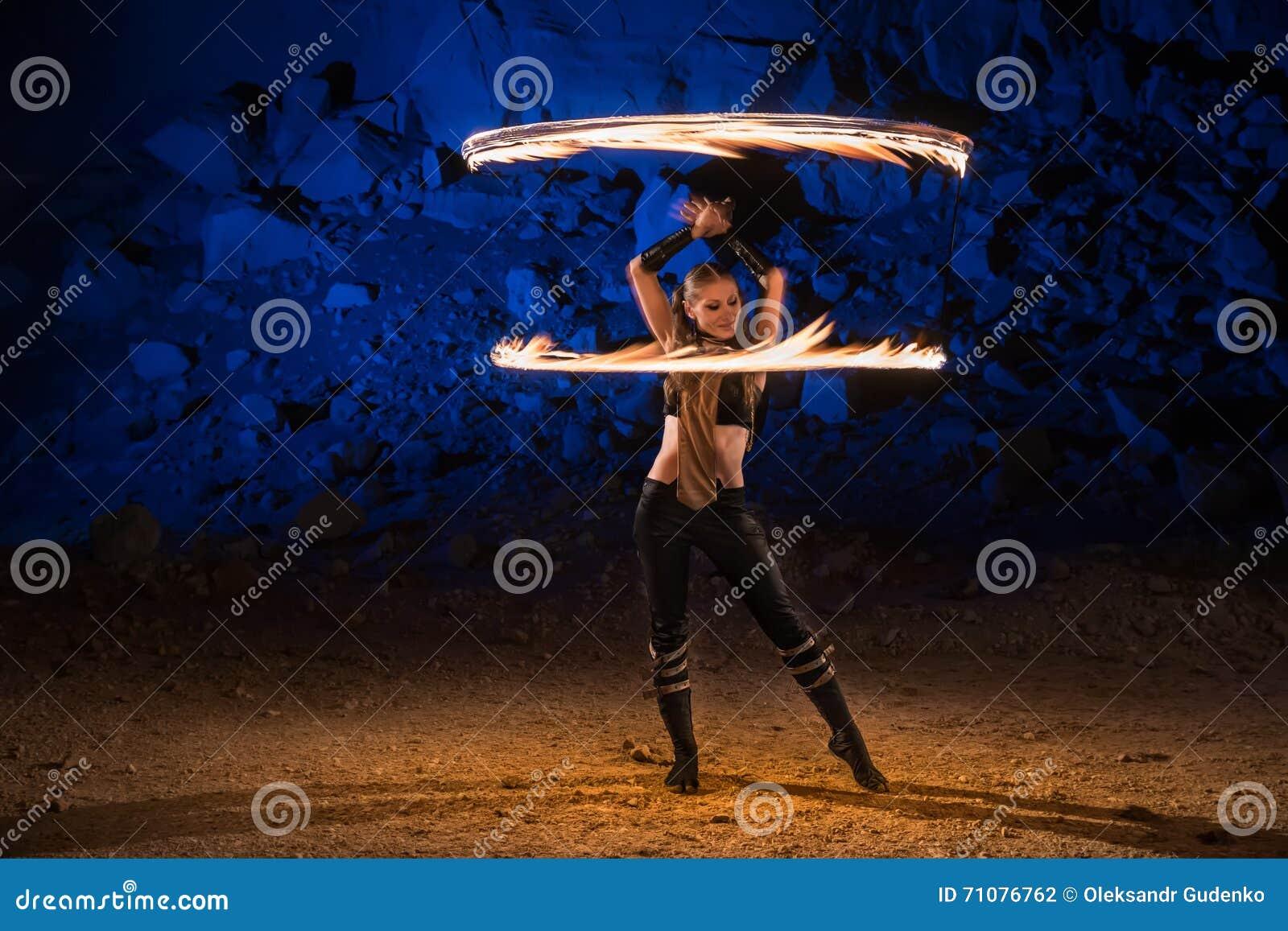 Pożarniczy przedstawienie występ