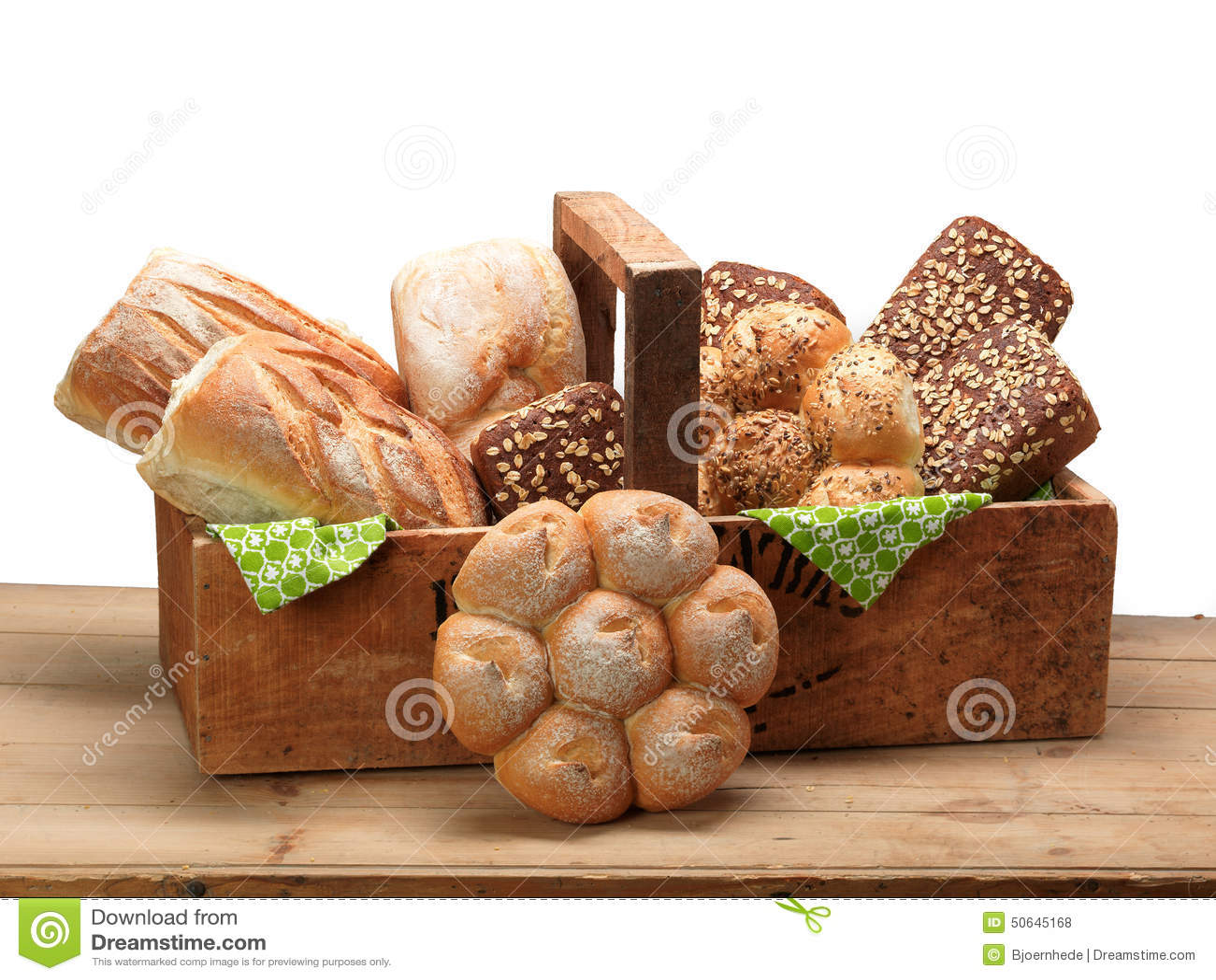 Seleção do pão do trigo e de centeio em uma caixa de madeira. #4A6507 1300x1065