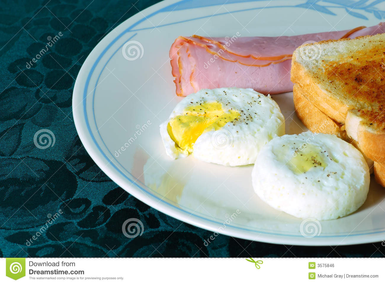 Poached Eggs With Ham