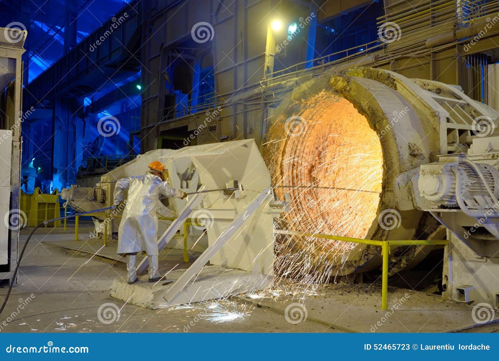 Poche De Fonte De Nettoyage Lintrieur De Lusine Sidrurgique Ud Nettoyage  Interieur Radiateur Fonte With Nettoyage Radiateur Fonte.