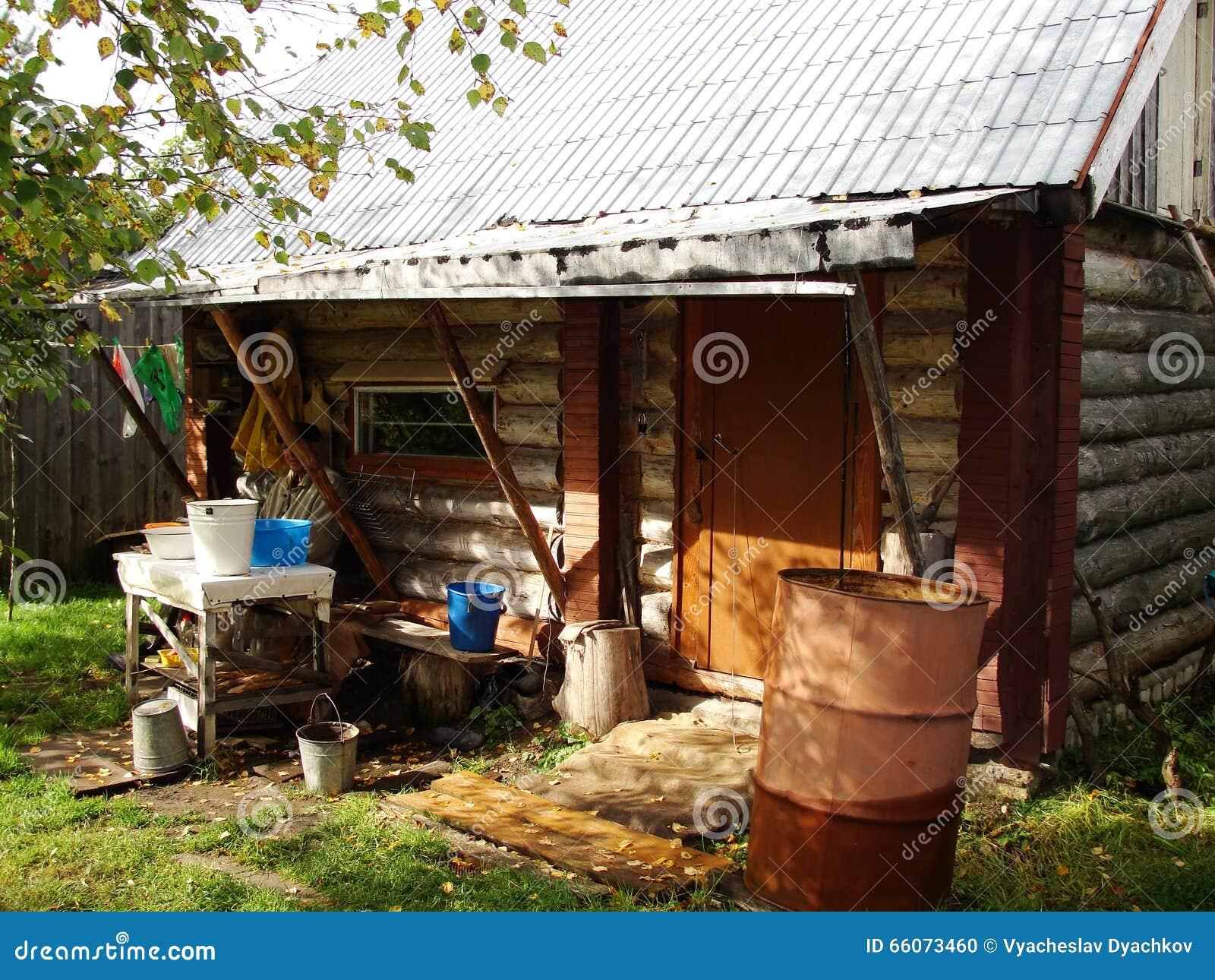 Vasca Da Bagno Rustica : Poche vasche da bagno rustiche del ferro della cabina di ceppo per