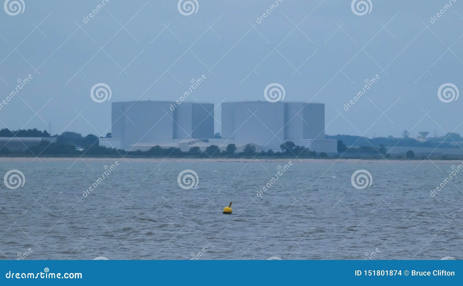 Pociesza przed elektrownią jądrową w Anglia przed burzą