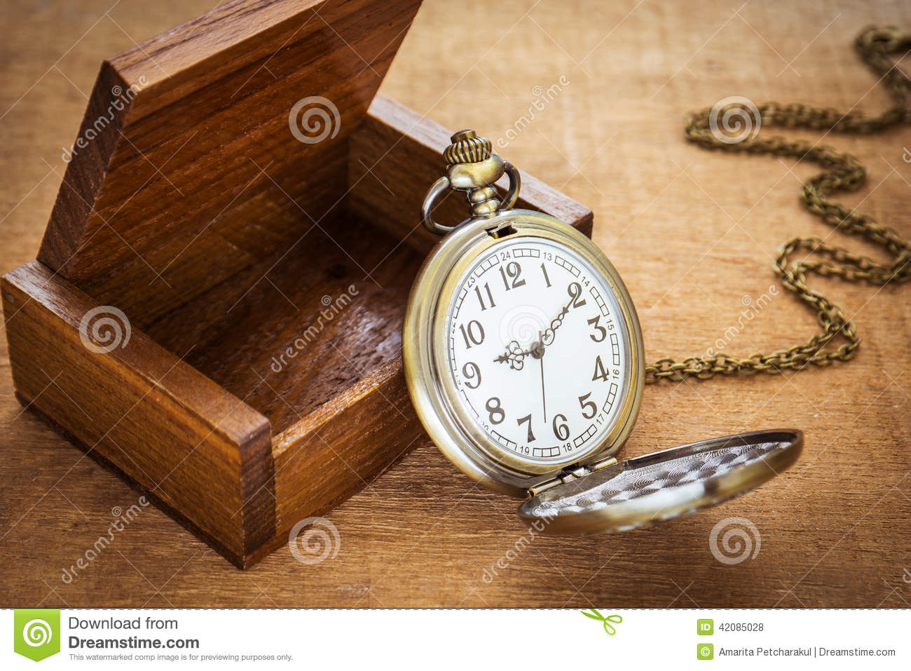 78370abdf Pocket Watch And Wooden Box Stock Photo - Image of wood, desk: 42085028
