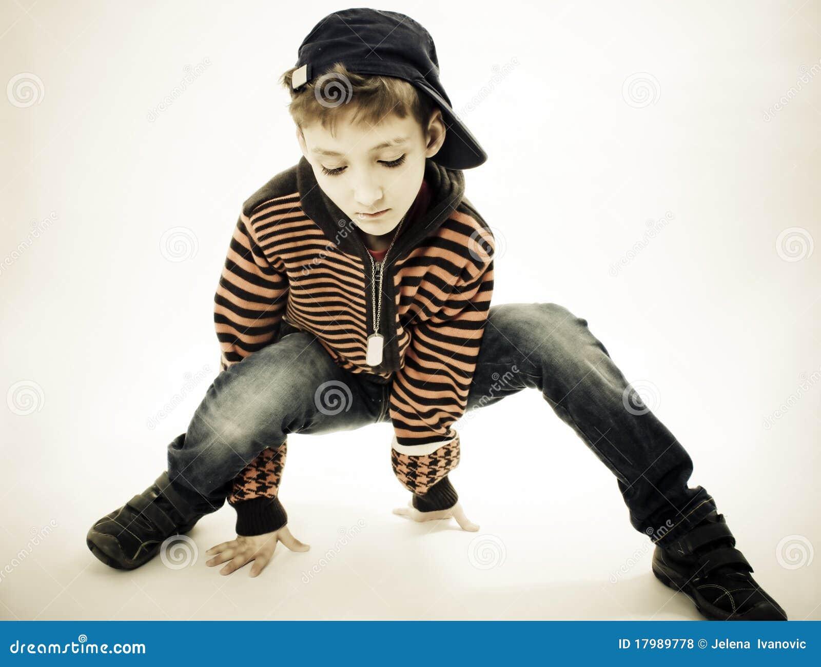 Poco muchacho fresco de hip-hop en danza.