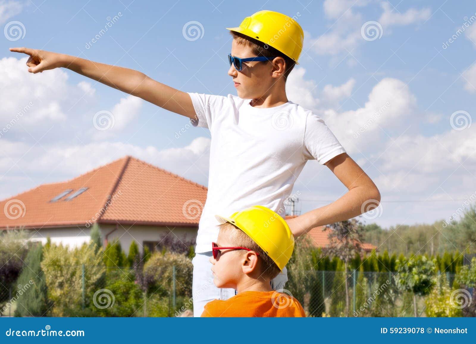 Download Pocos Trabajadores De Construcción Foto de archivo - Imagen de hardhat, juguetón: 59239078