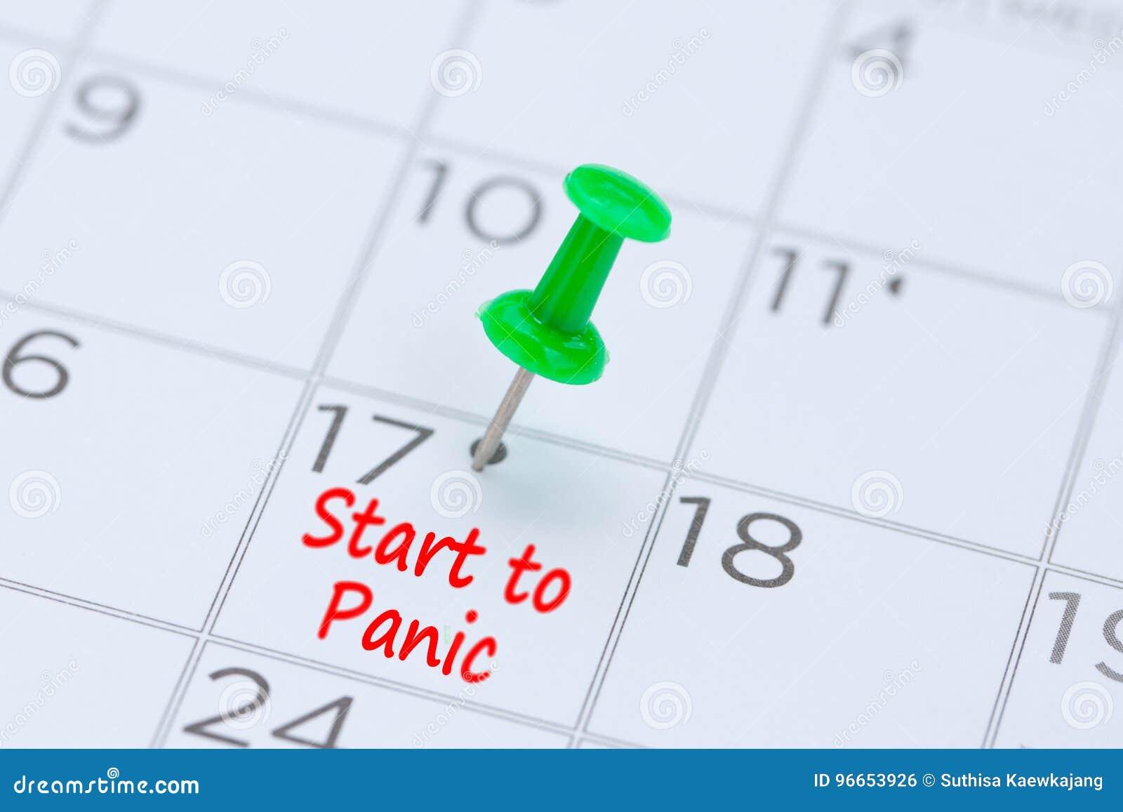Początek panika pisać na kalendarzu z zieloną pchnięcie szpilką r