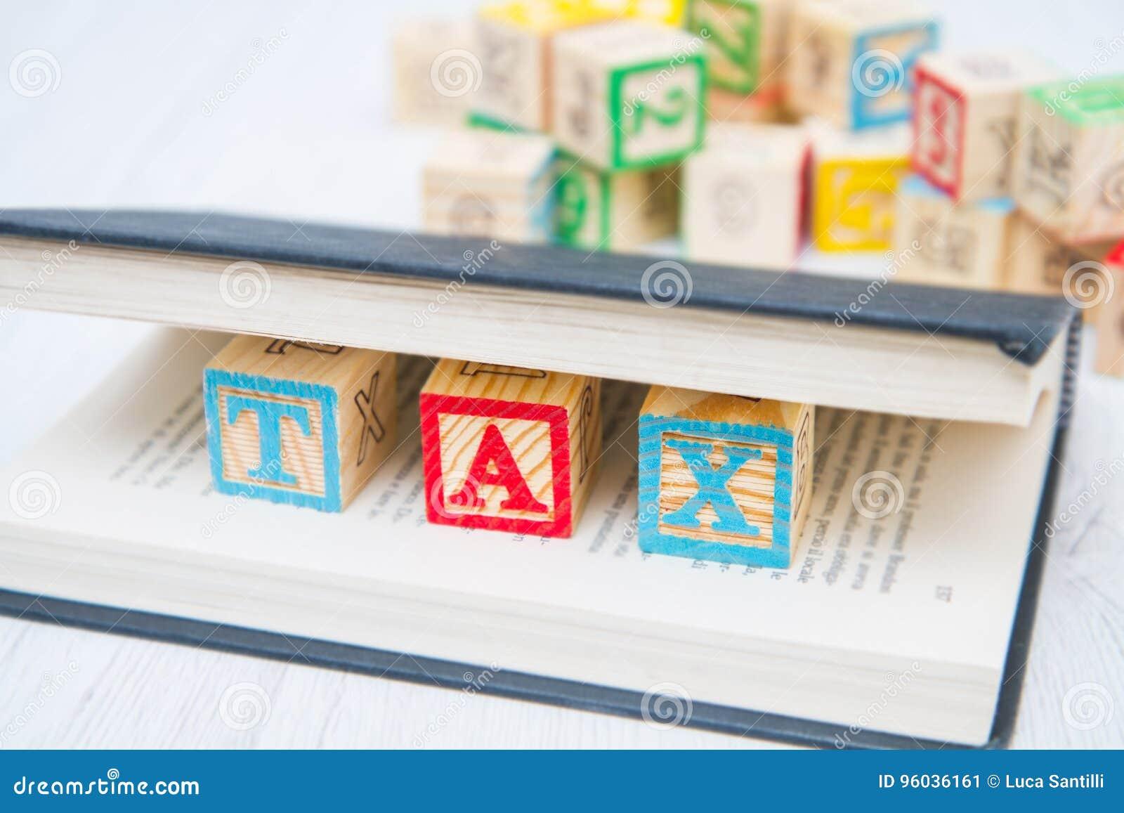 Podatek pisać na drewnianych sześcianach