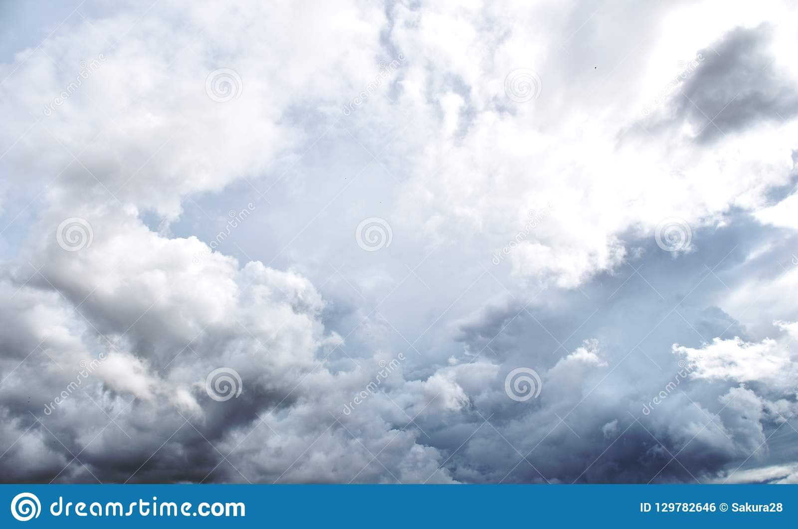 Podeszczowa chmura przed strom