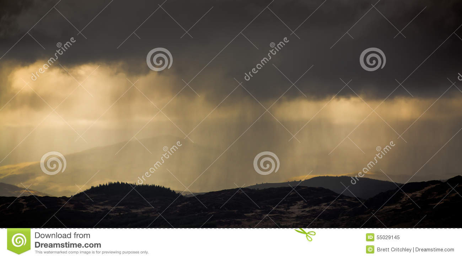 Podeszczowych chmur burzy pogoda