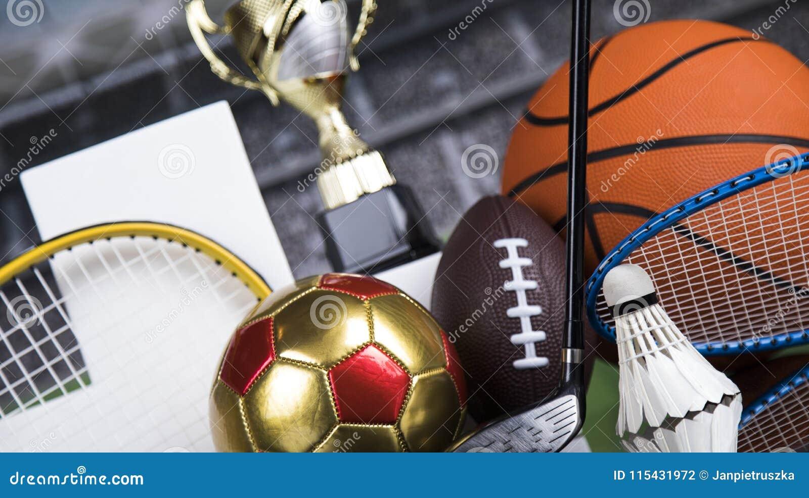 Podio di sport, tazze del premio dei vincitori