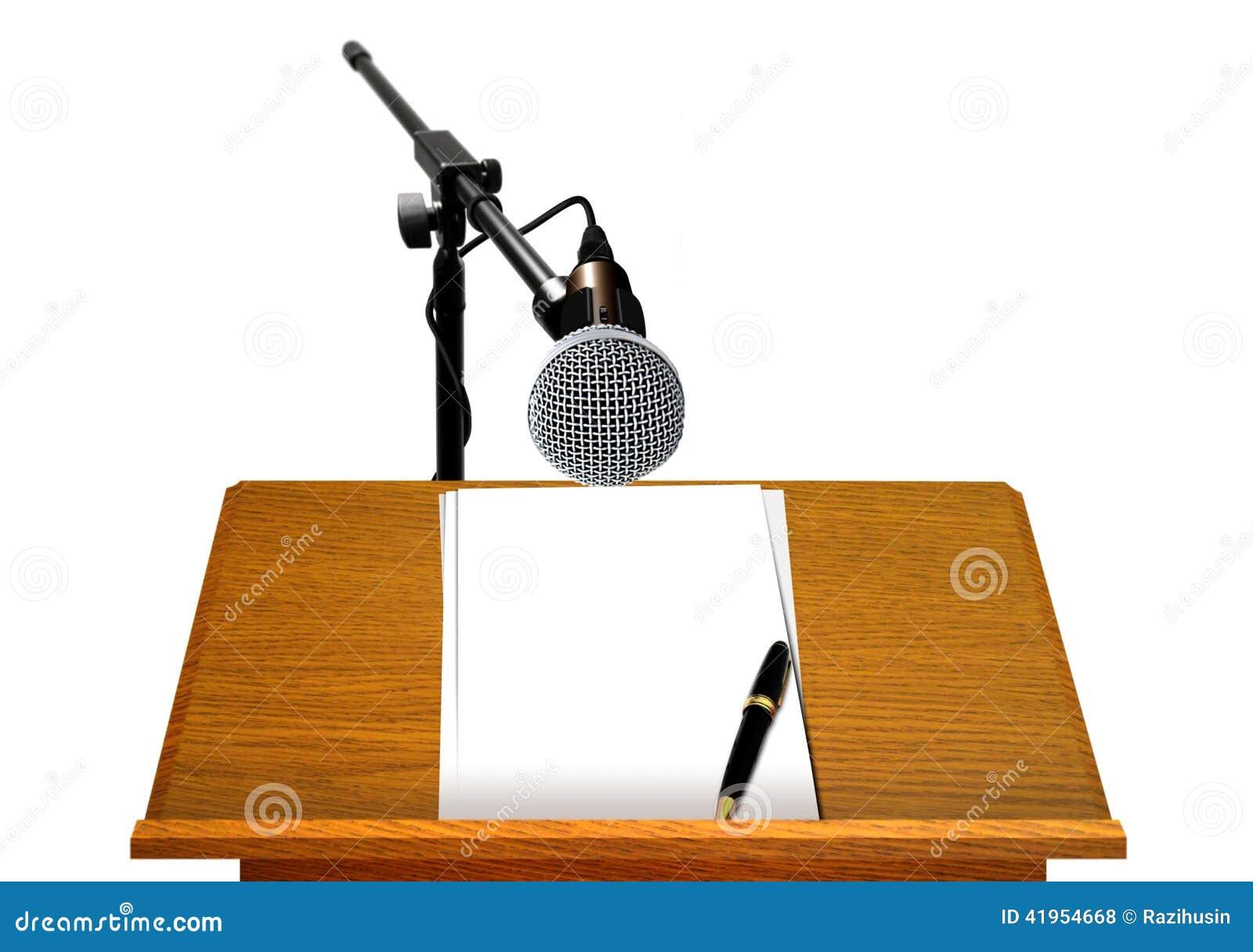 Podium med mikrofonen och tom legitimationshandlingar