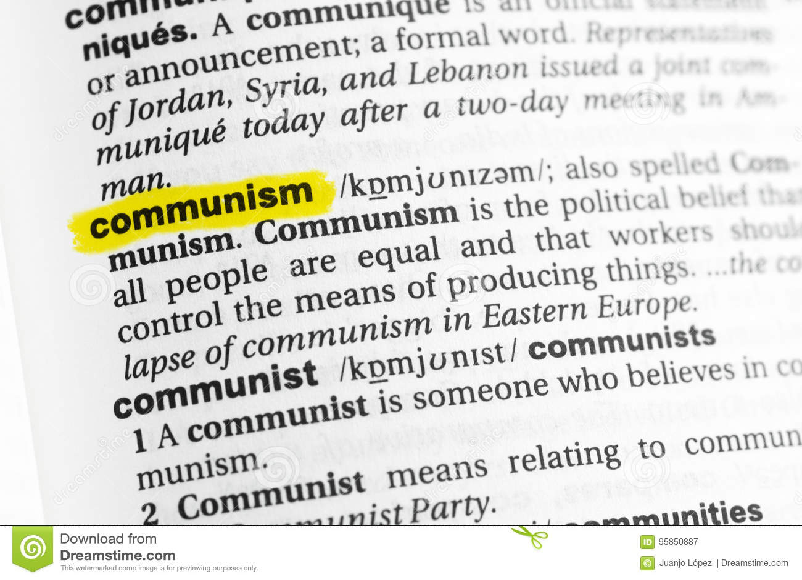 Podkreślający angielszczyzny słowo & x22; communism& x22; i swój definicja przy słownikiem