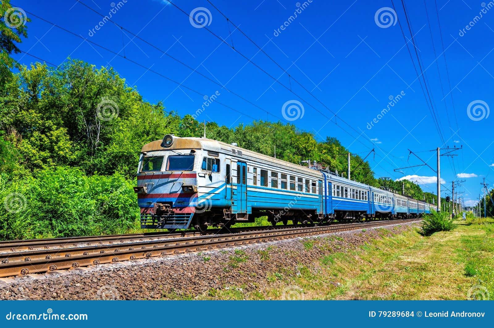 Podmiejski pociąg w Kijowskim regionie Ukraina