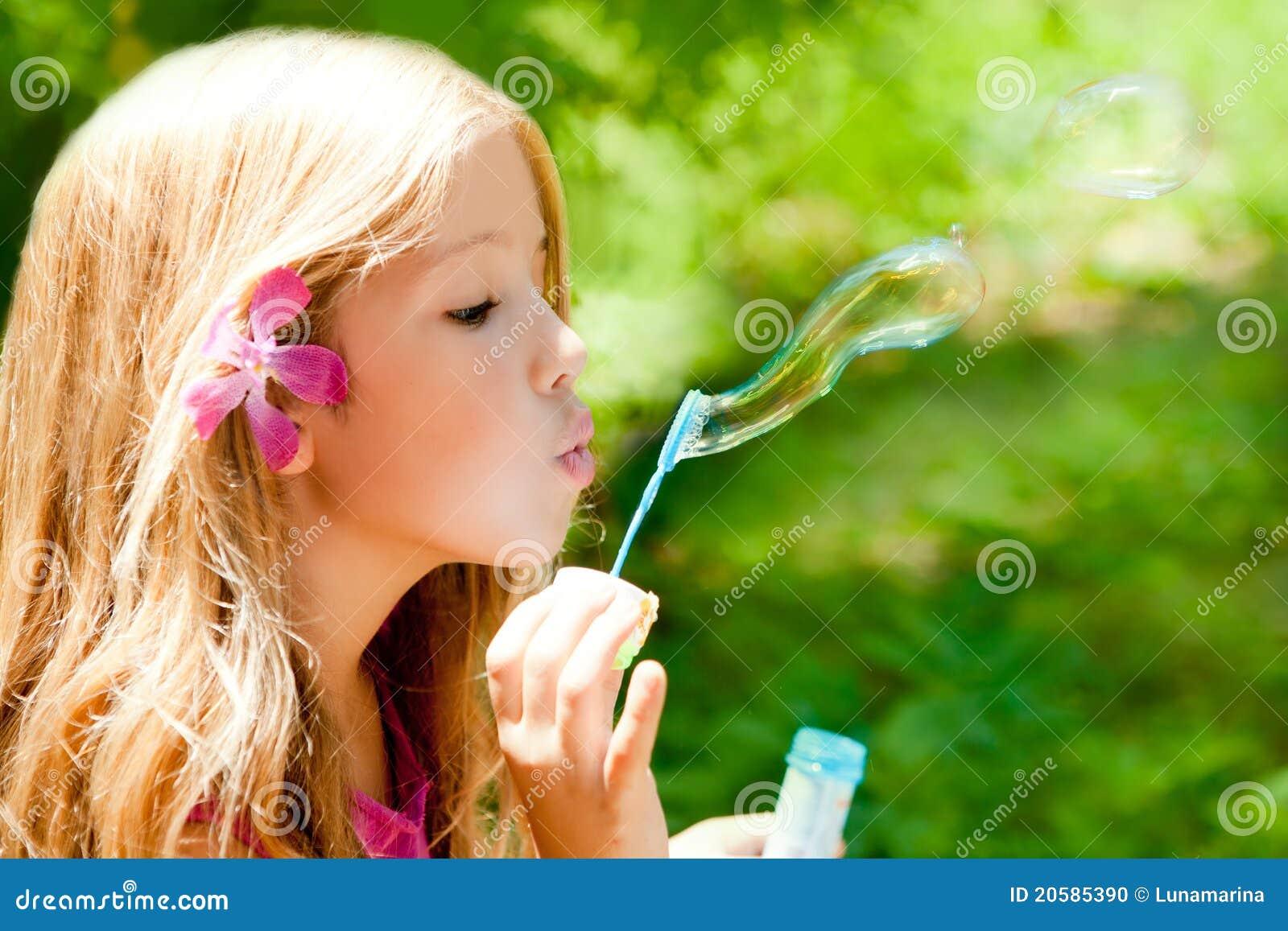 Podmuchowych bąbli dzieci lasowy plenerowy mydło