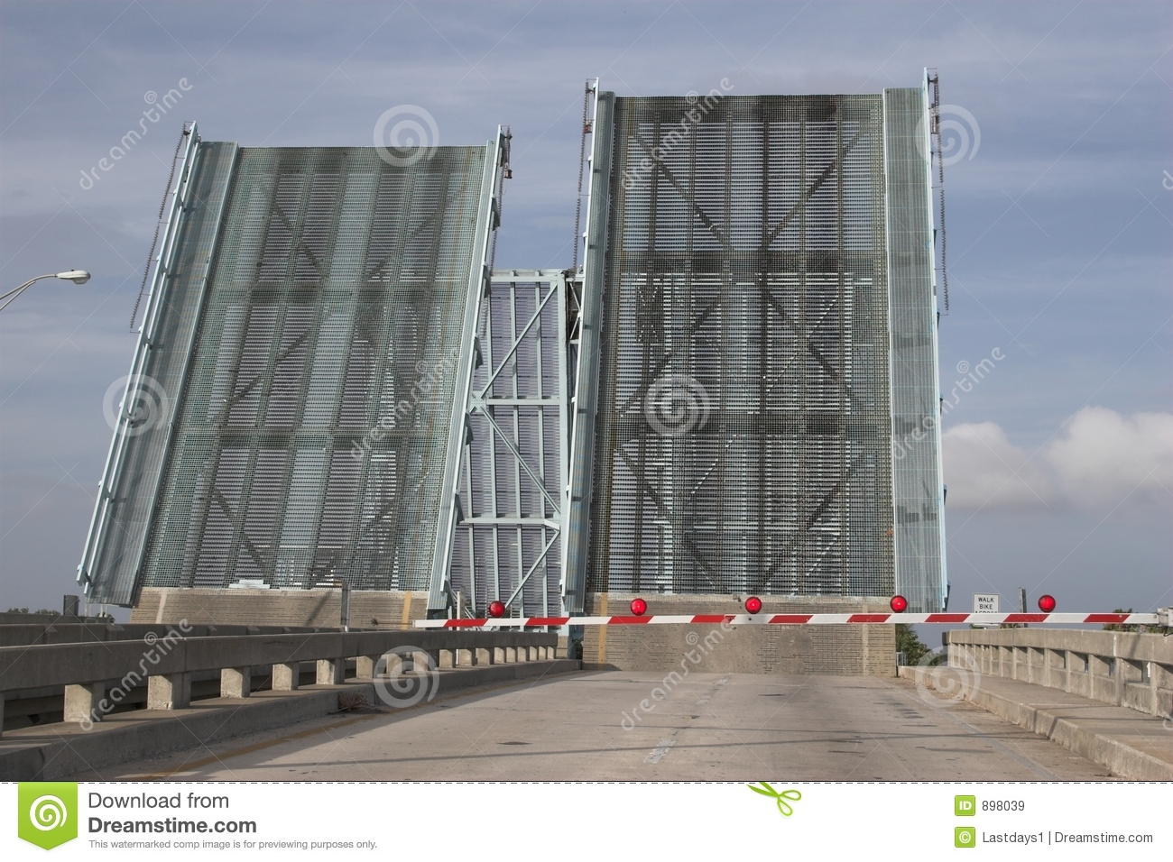 Podnieśli drawbridges 2