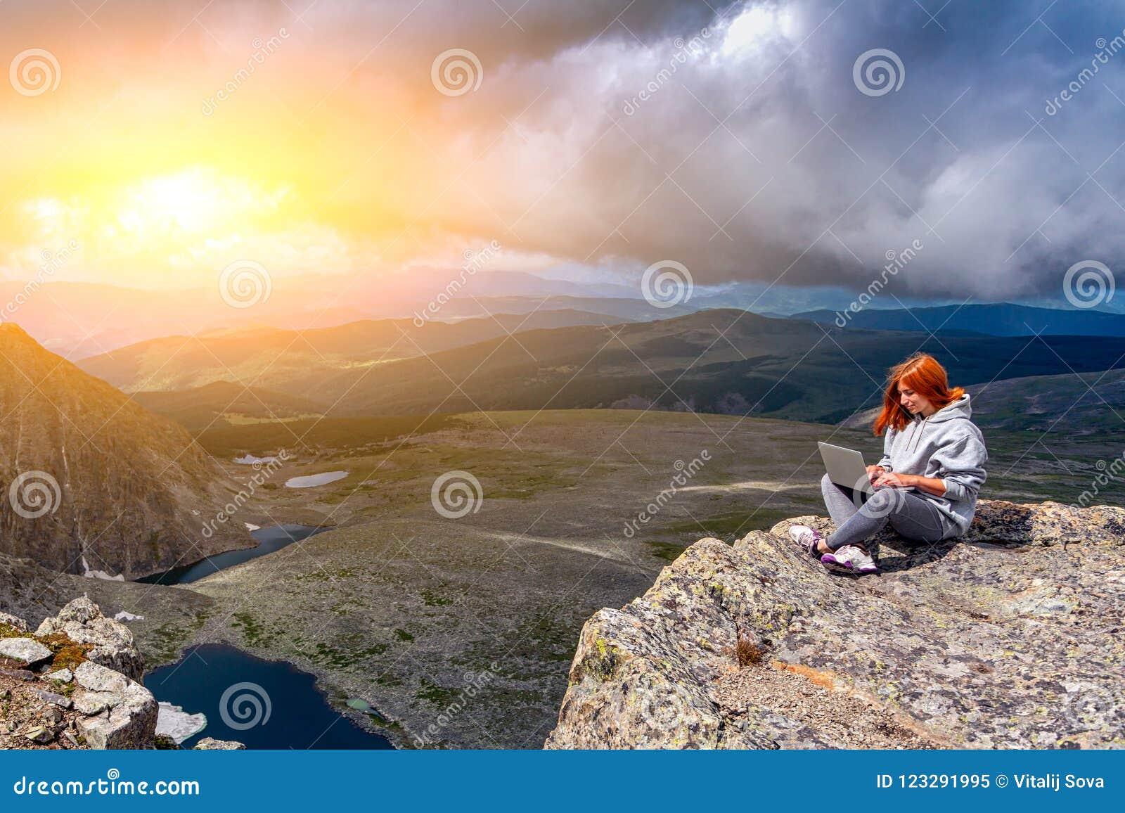 Podróż stylu życia i przetrwania pojęcia tylni widok